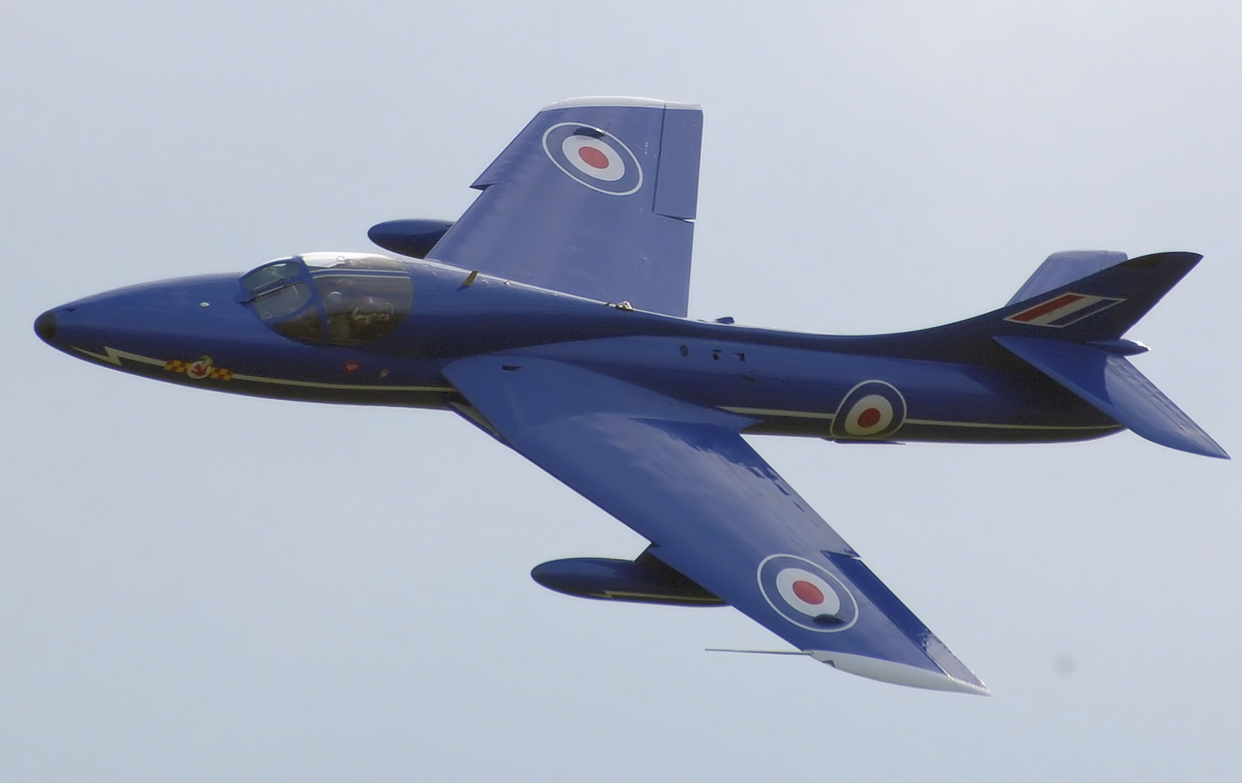 http://upload.wikimedia.org/wikipedia/commons/5/5c/Hawker_hunter_t7_blue_diamond_in_planform_arp.jpg