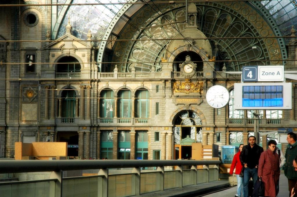 file interieur antwerpen centraal trein