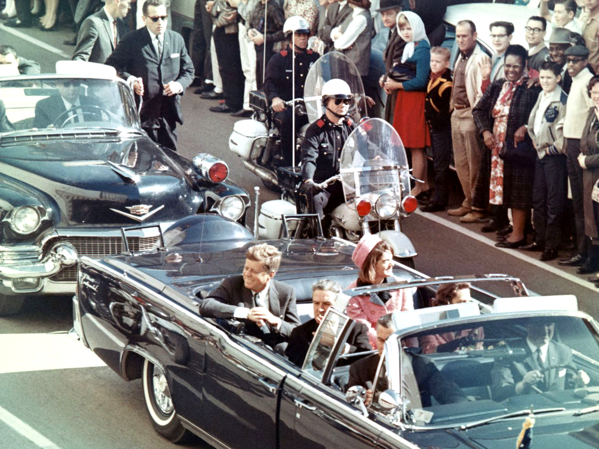 John F. Kennedy motorcade minutes before assassination