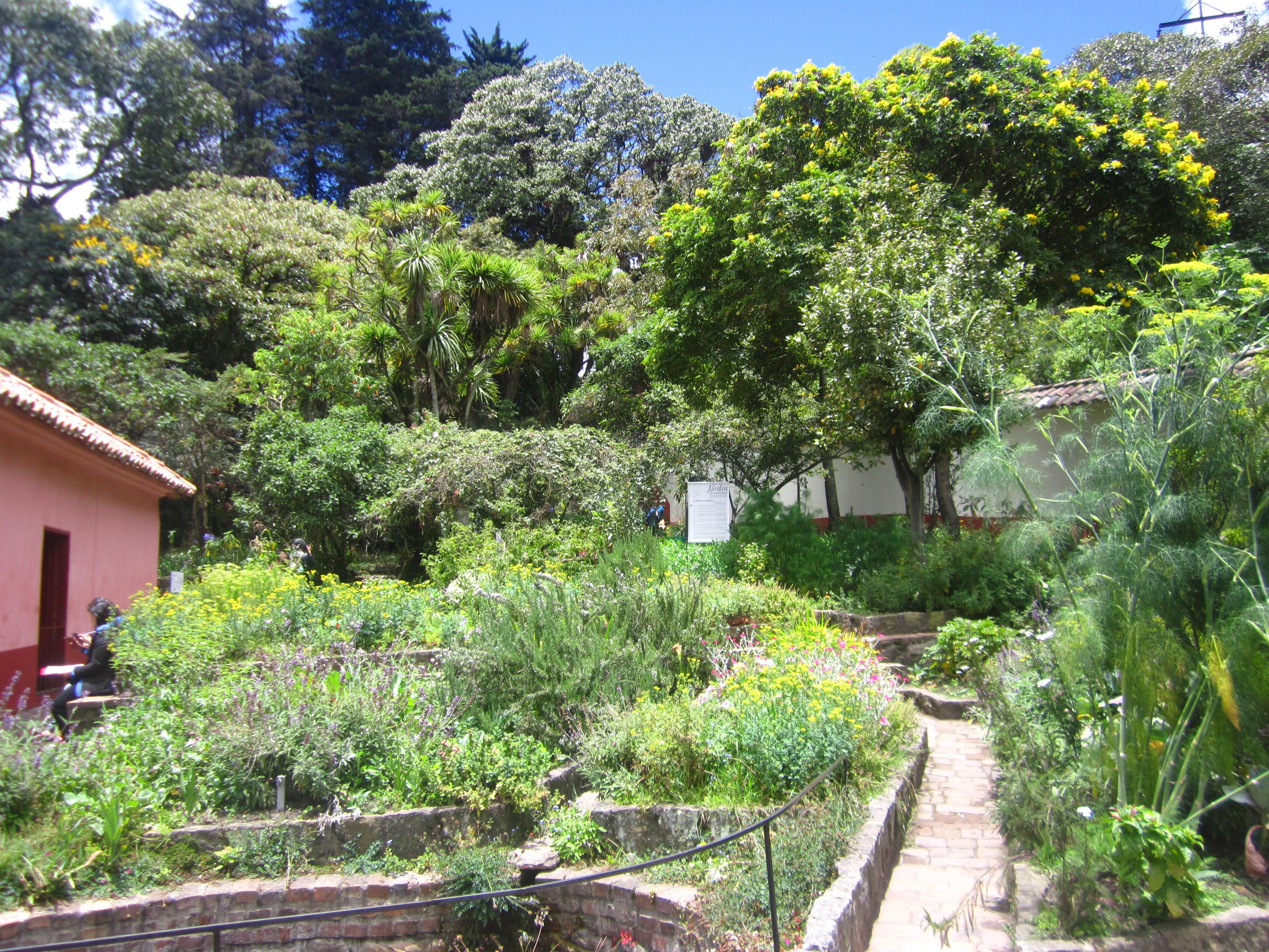File jard n de la casa museo quinta de bol var jpg for Jardines de casas quintas
