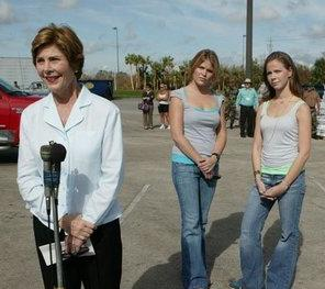 File:Jenna and Barbara Bush behind Laura Bush.jpg