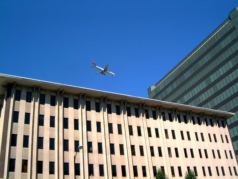 Description Jet over San Jose CA 2.jpg