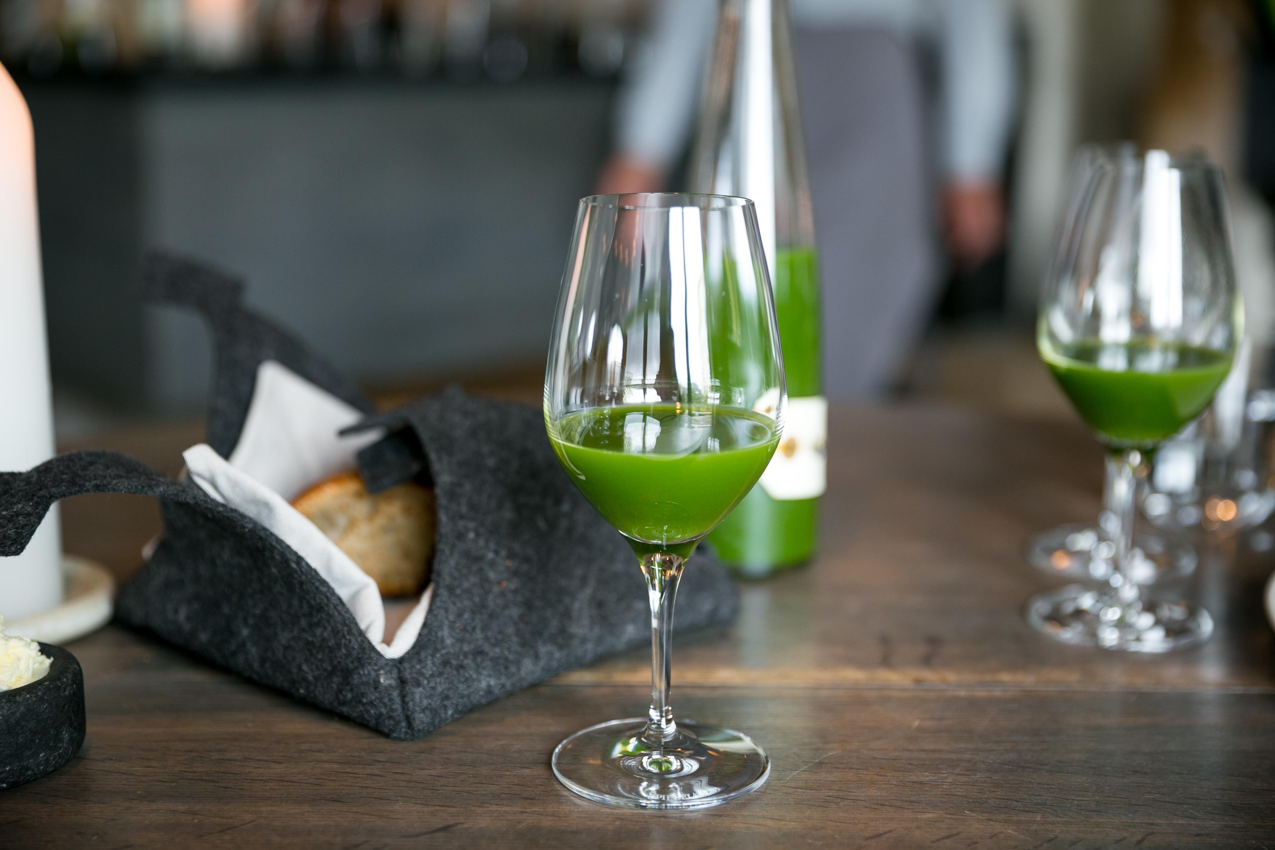 File:Juice Nasturtium, spinach, and sorrel for acidity ...