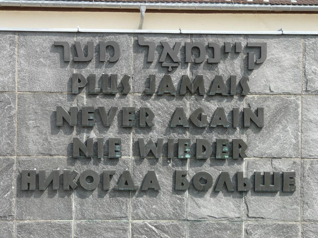KZ_Dachau_Denkmal_Nie_wieder.jpg