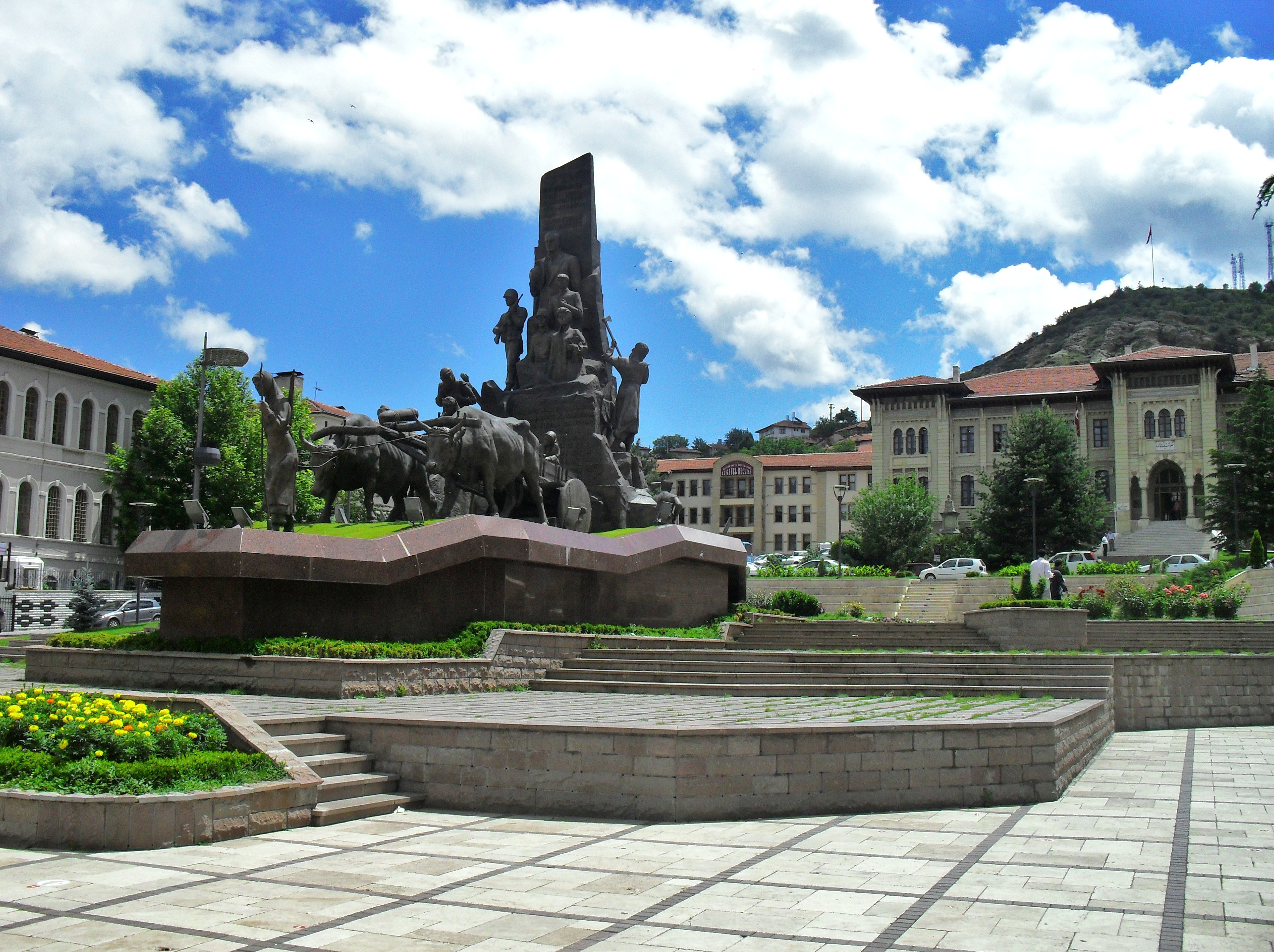 File:Kastamonu Cumhuriyet Meydanı Anıt.JPG - Wikimedia Commons