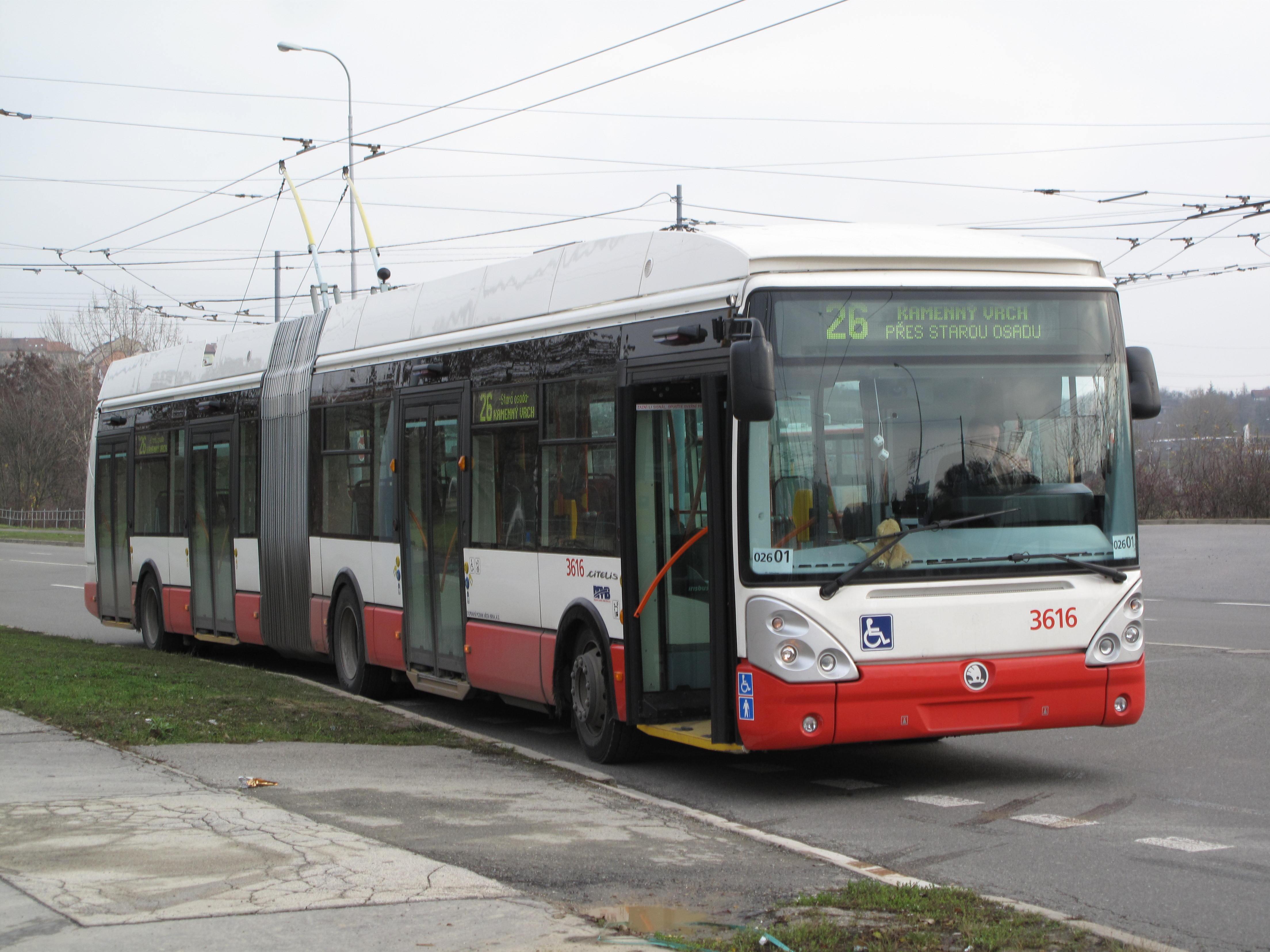 Skoda transports ... Kloubov%C3%BD_trolejbus_u_Novol%C3%AD%C5%A1e%C5%88sk%C3%A9