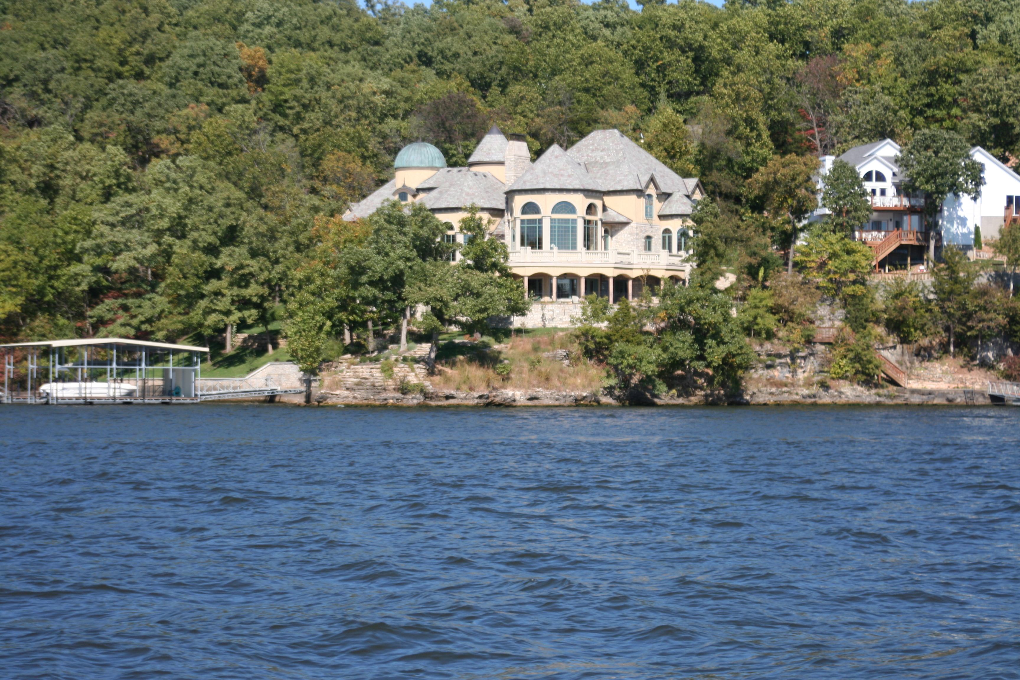 File:Lake of the Ozarks, MO Houses 05.JPG - Wikipedia