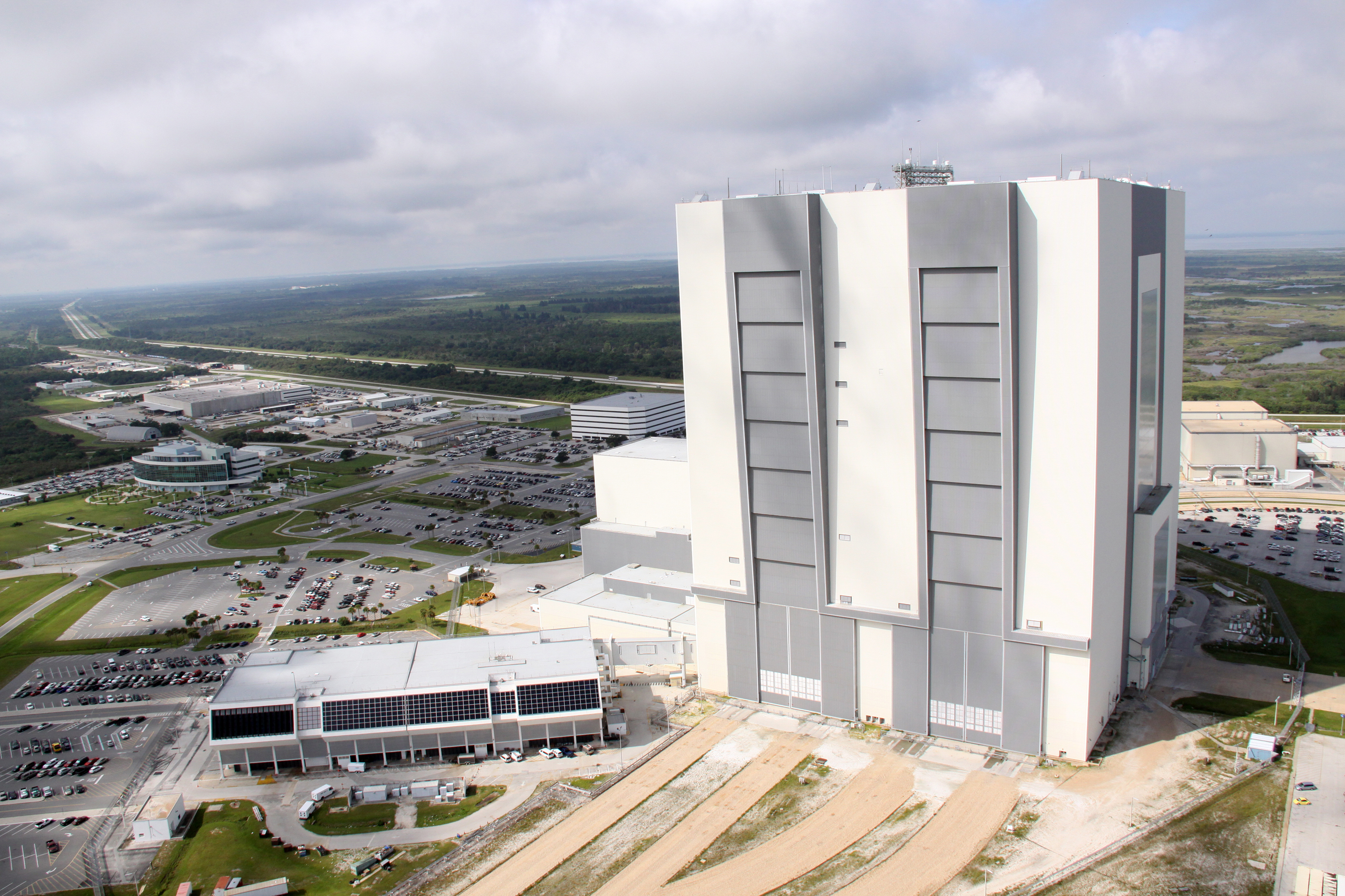 File:Launch Control Center and Vehicle Assembly Building ...