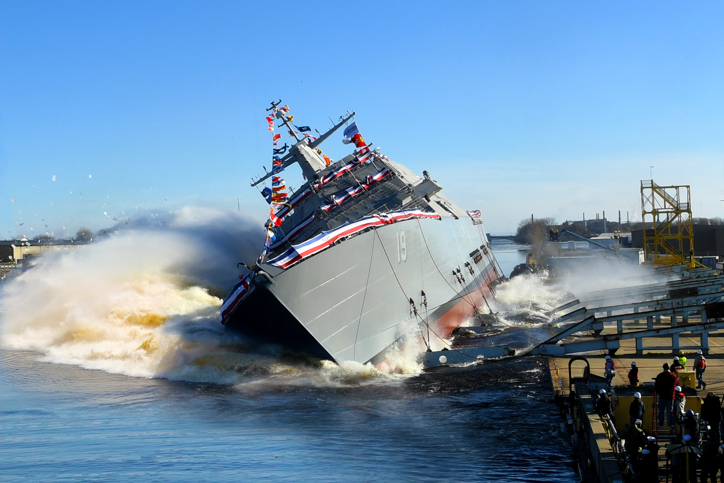 File:Launch of USS St. Louis at Marinette Marine, Wisconsin (USA), on 15  December 2018 (181215-N-N0101-198).JPG - Wikimedia Commons