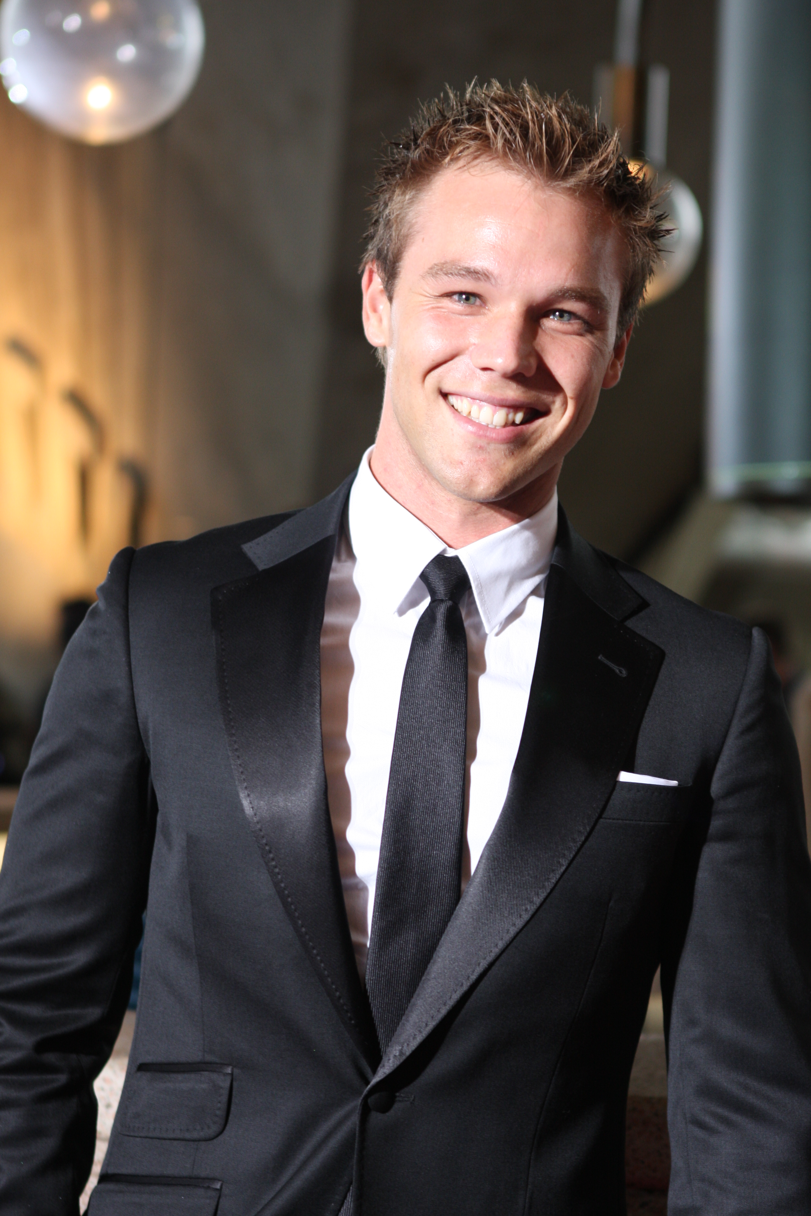 lincoln lewis - photo #4
