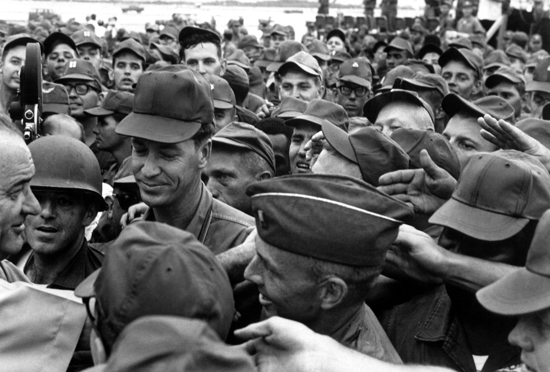 lyndon b johnson and vietnam war era Lyndon baines johnson (/ˈlɪndən ˈbeɪnz ˈdʒɒnsən/ august 27, 1908 - january 22, 1973), often referred to as lbj, was the 36th president of the united states (1963-1969), a position he assumed after his service as the 37th vice president of the united states(1961-1963.