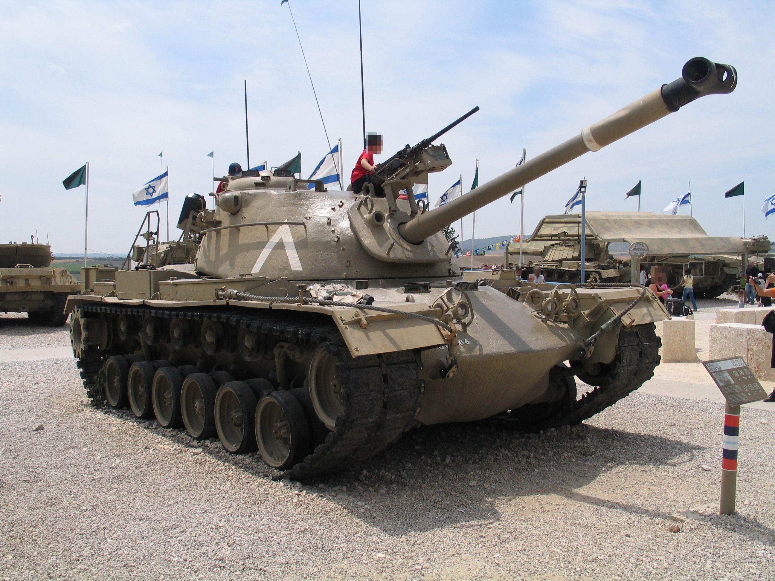 https://upload.wikimedia.org/wikipedia/commons/5/5c/M48A3-Patton-latrun-1-3.jpg