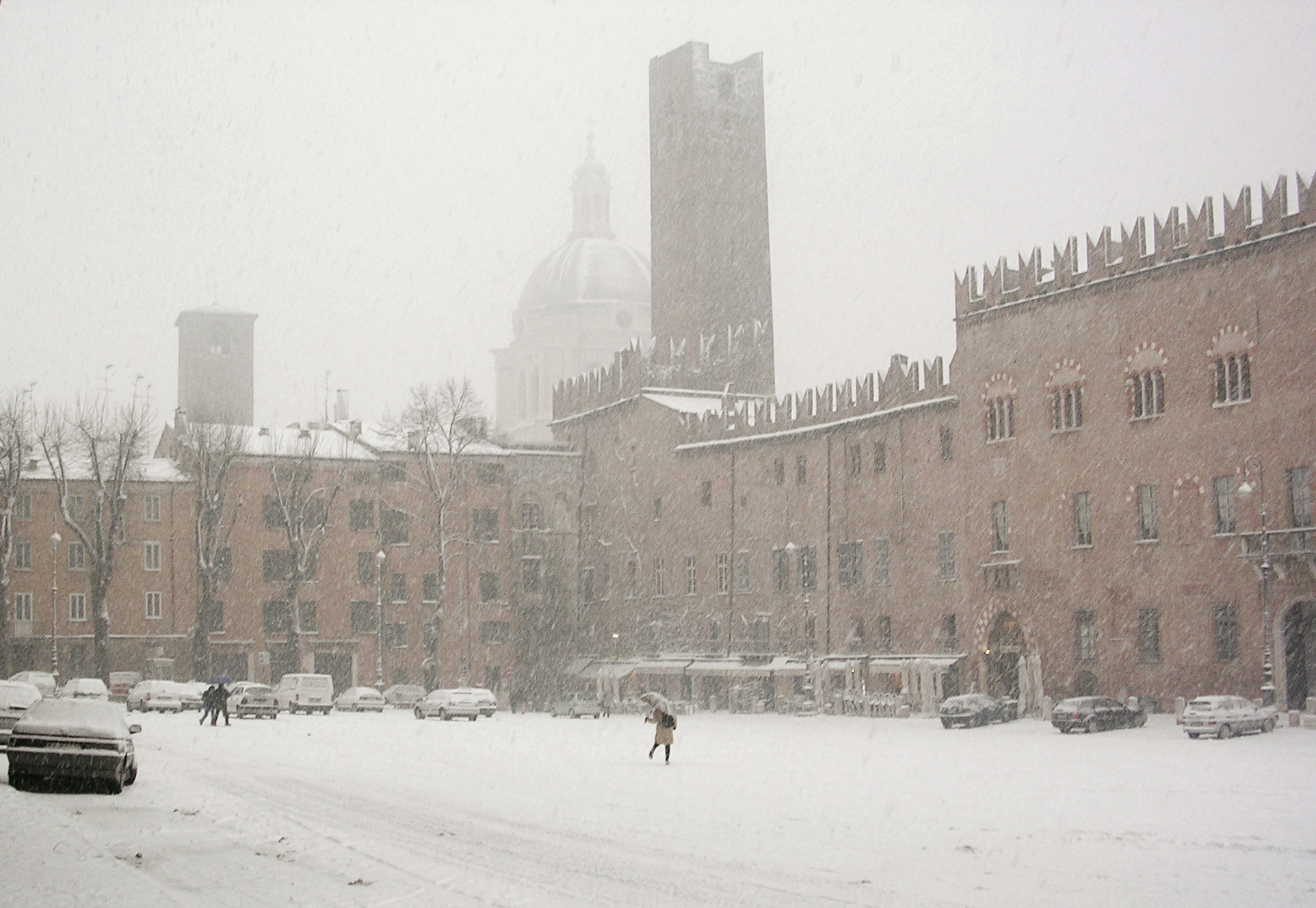 E sarà Natale. - Pagina 5 Mantova_piazza_Sordello_innevata