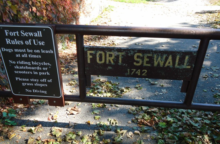File:Marblehead Massachusetts sign at Fort Sewall at entrance.JPG