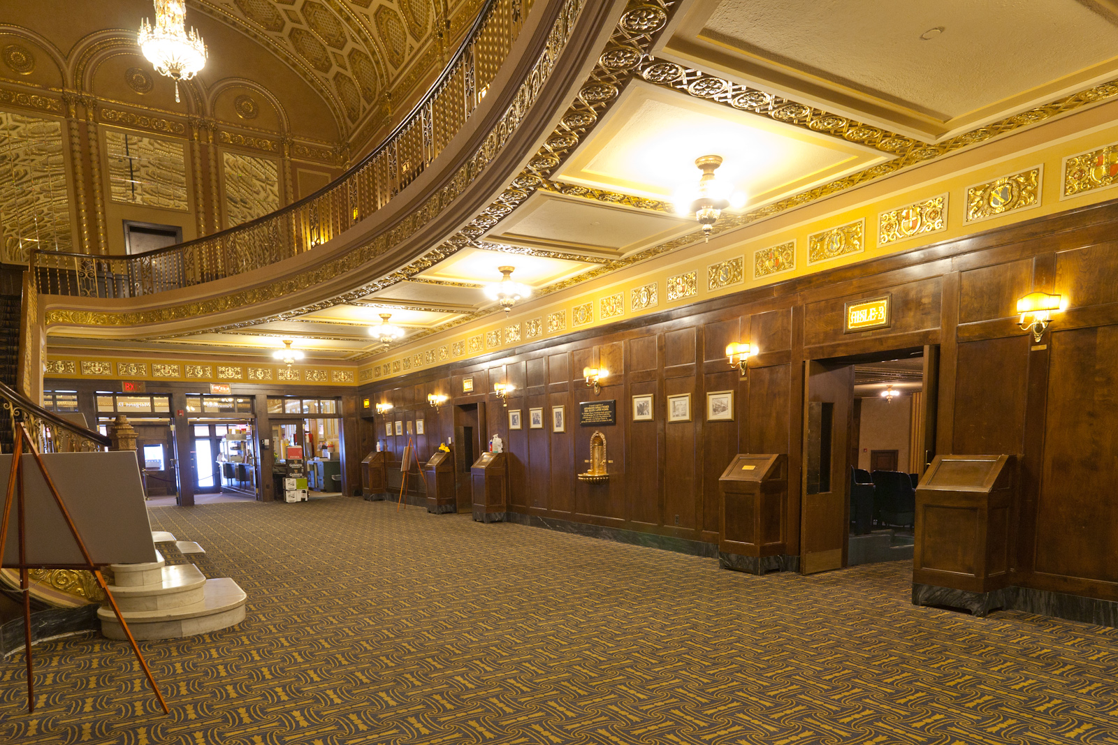File Michigan Theater Lobby Jpg Wikimedia Commons