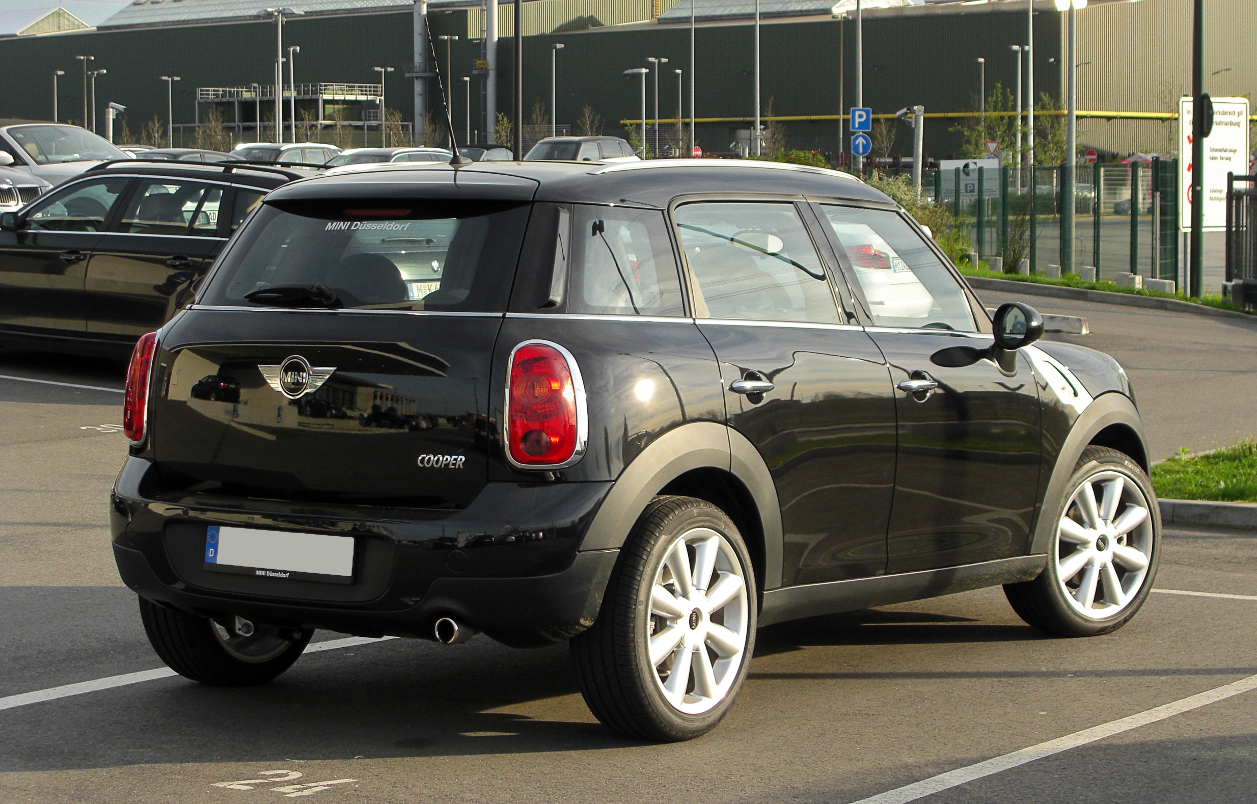 file mini cooper countryman r60 heckansicht 2 april. Black Bedroom Furniture Sets. Home Design Ideas