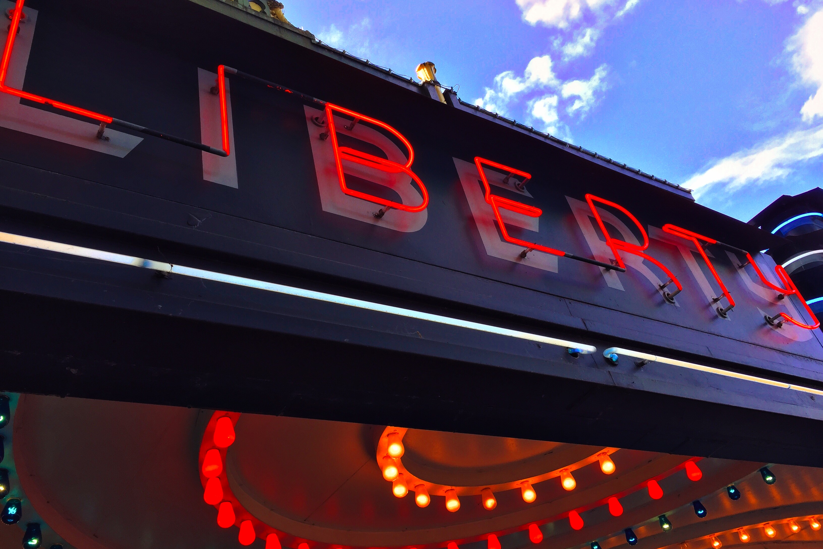 File Neon Liberty Sign Jpg Wikimedia Commons