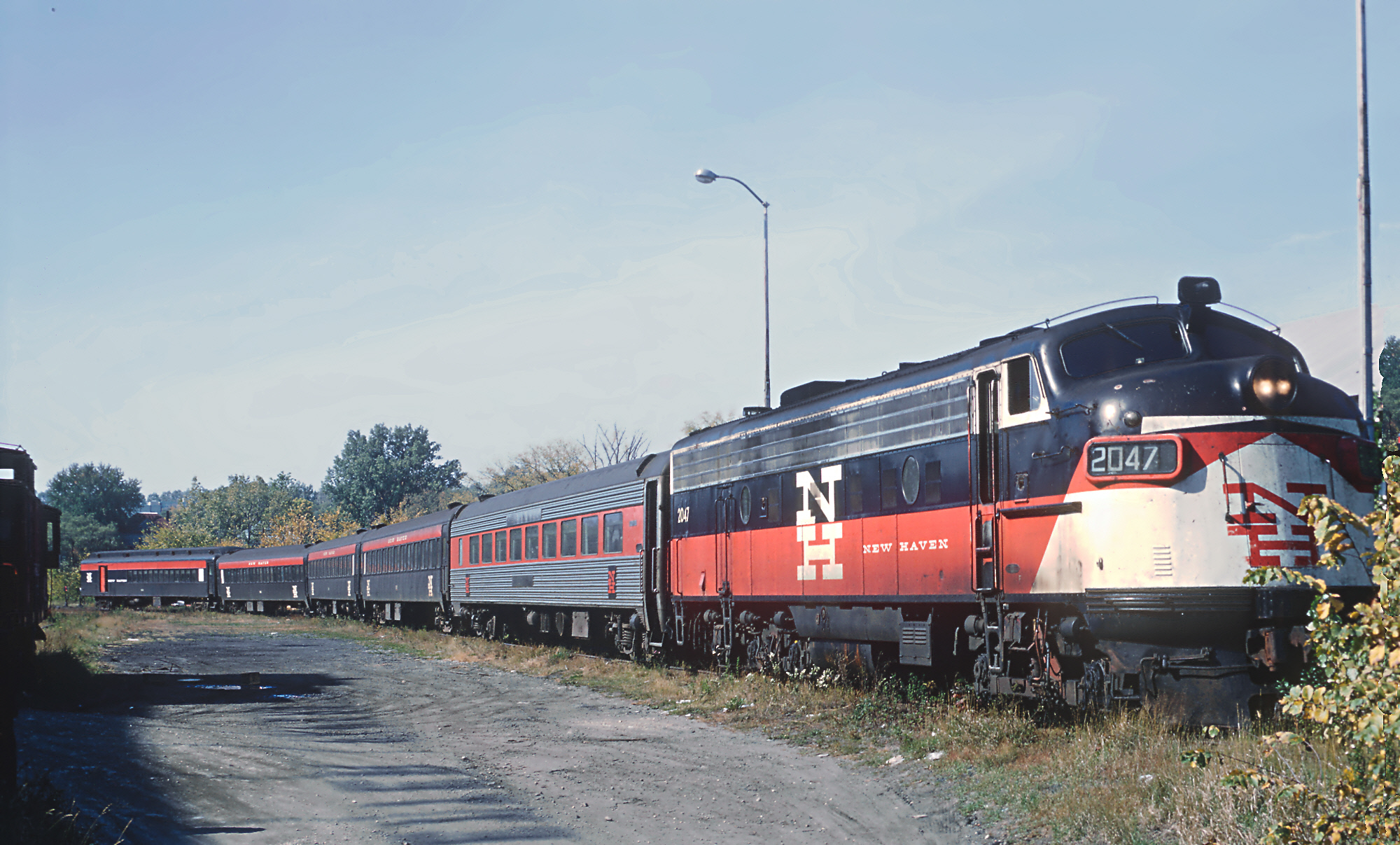 file new haven fl9 2047 with train 138 sunday only with deadhead parlor car at pittsfield ma. Black Bedroom Furniture Sets. Home Design Ideas