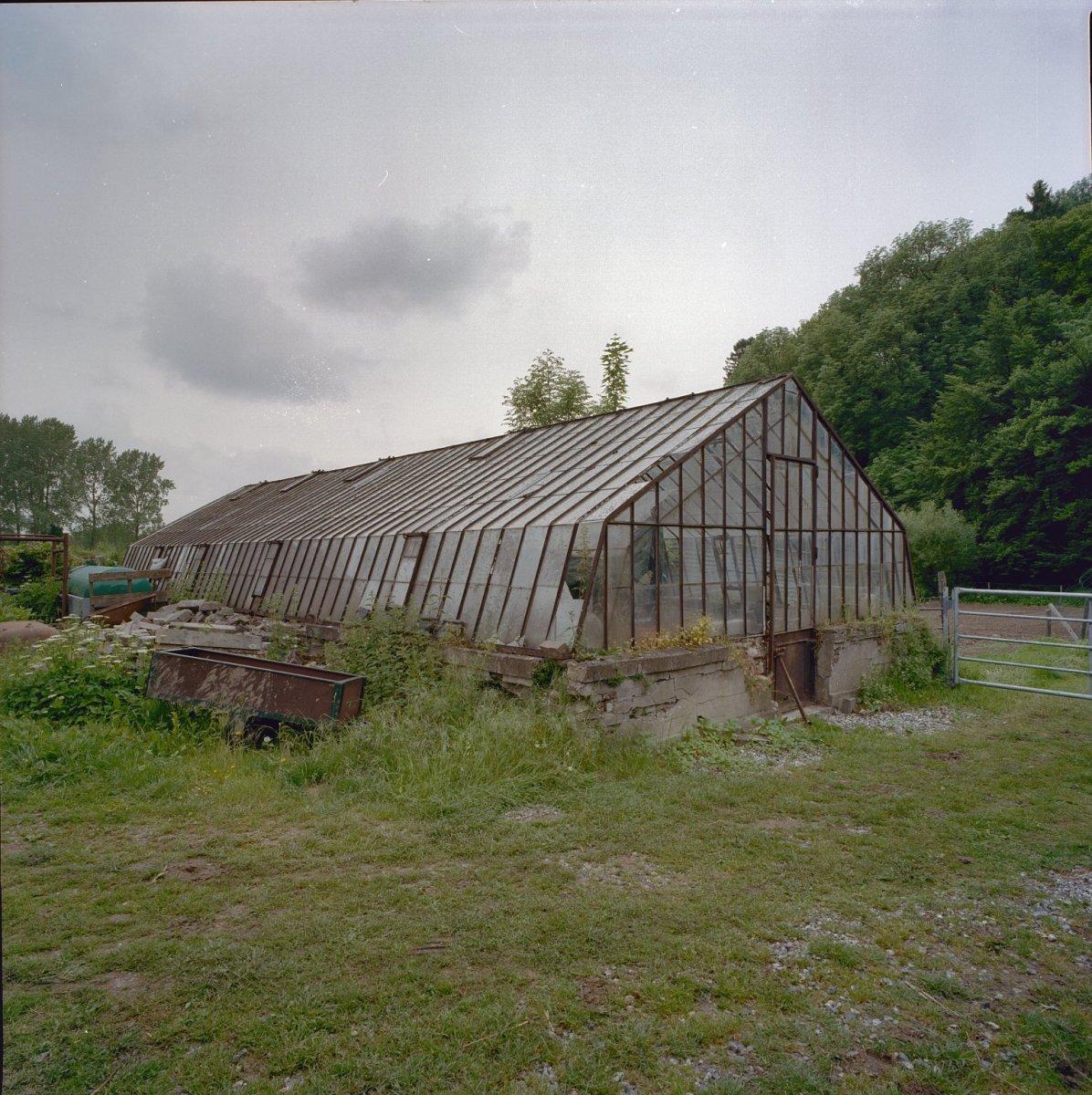 File overzicht van achter boerderij gelegen vervallen for Te koop oude boerderij