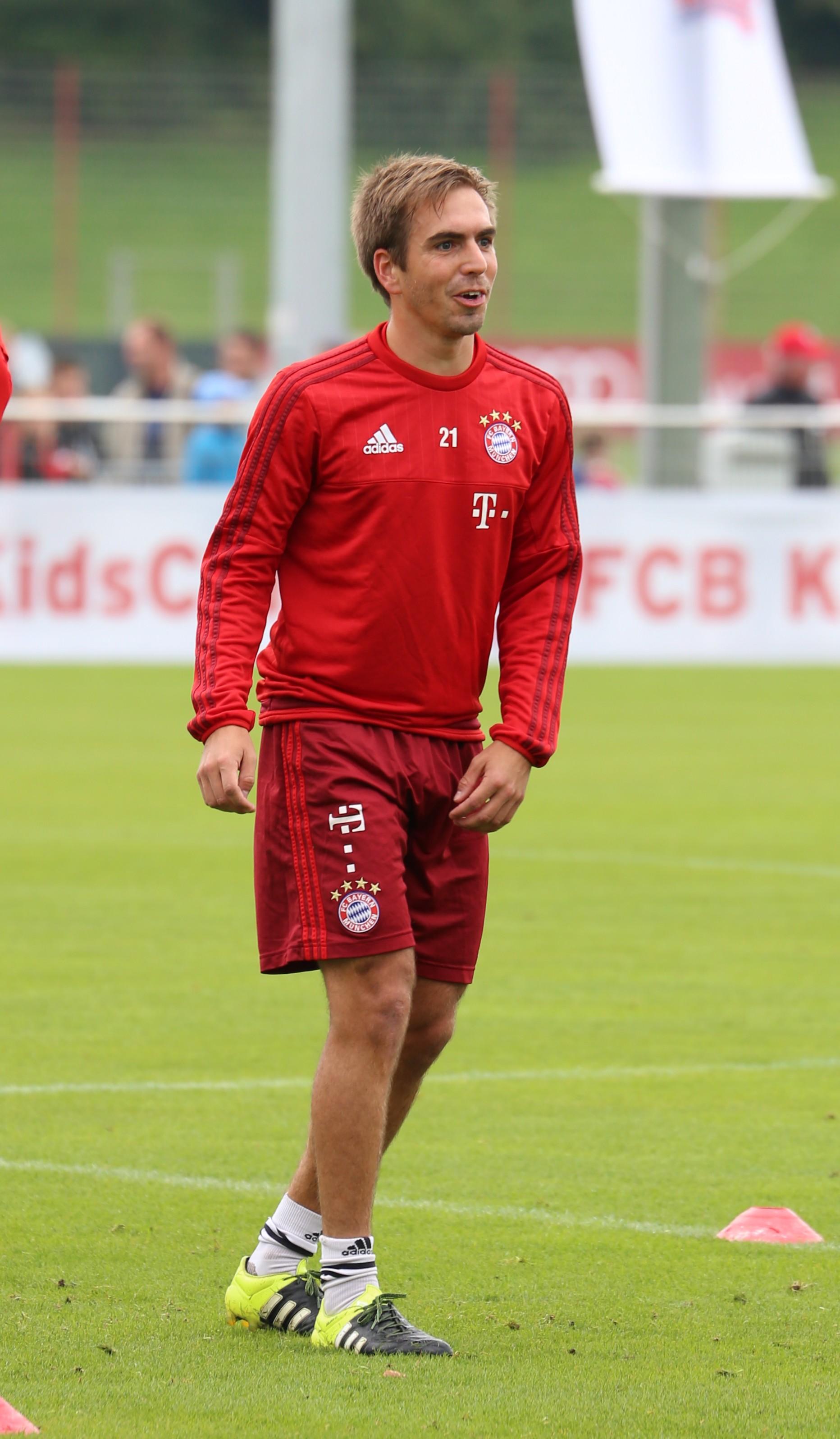 File Philipp Lahm Training FC Bayern München 2 Wikimedia mons