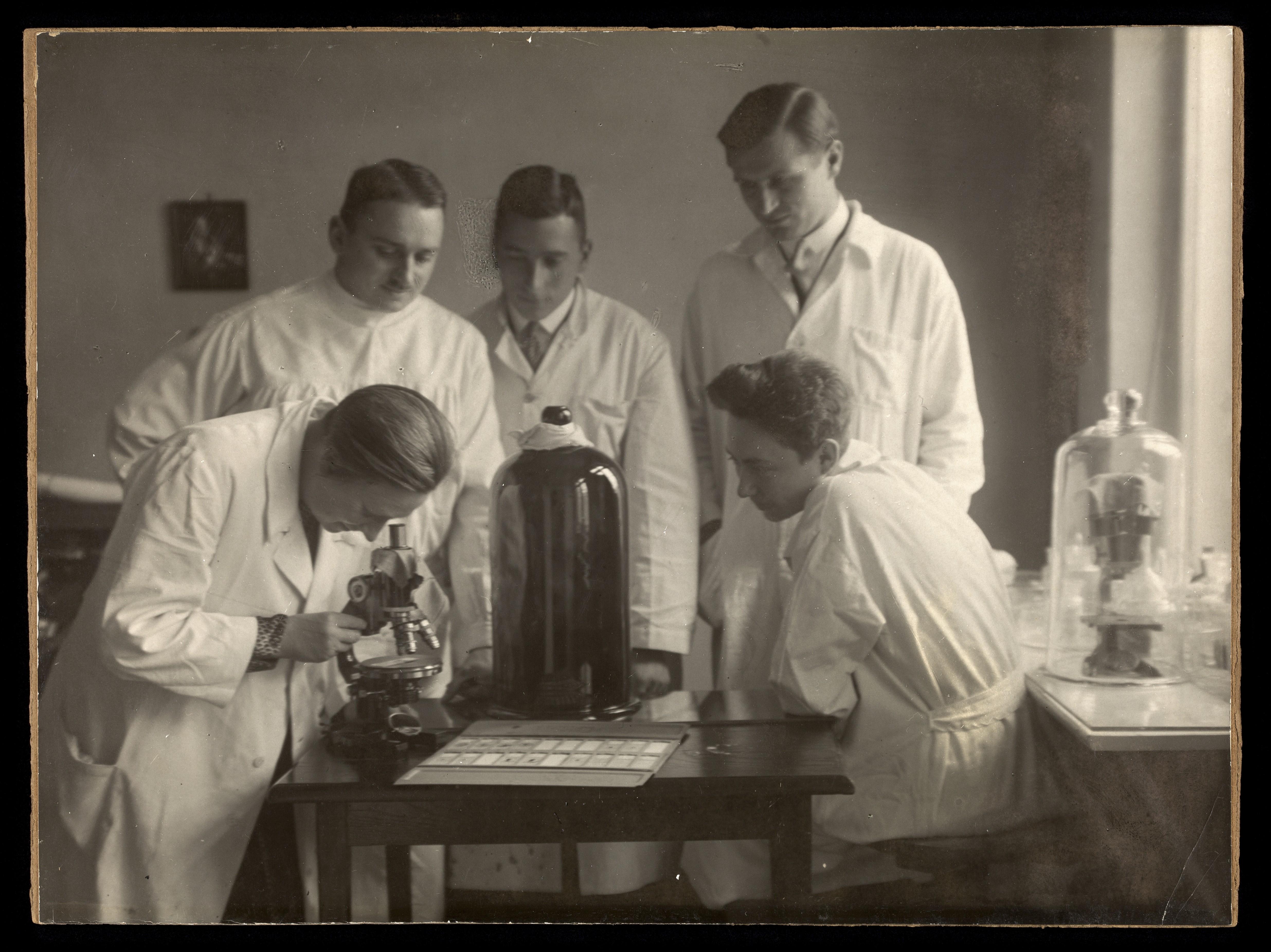 Erdmann (left) in her Berlin laboratory, 1929