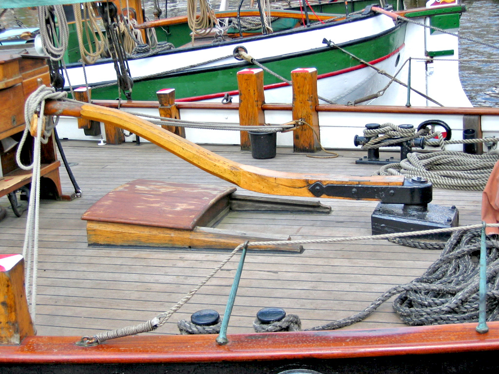Tiller wikipedia - What side is port and starboard on a boat ...