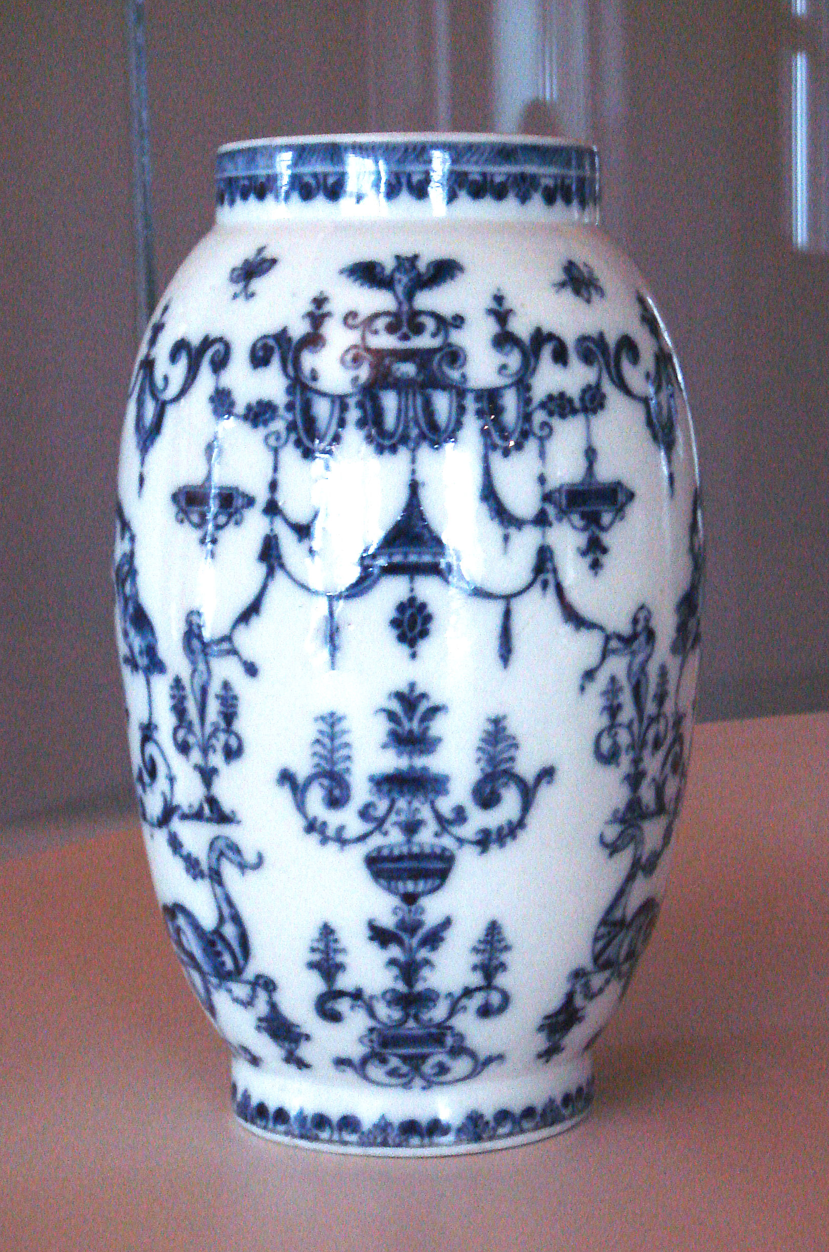 File Saint Cloud Soft Porcelain Vase With Blue Designs