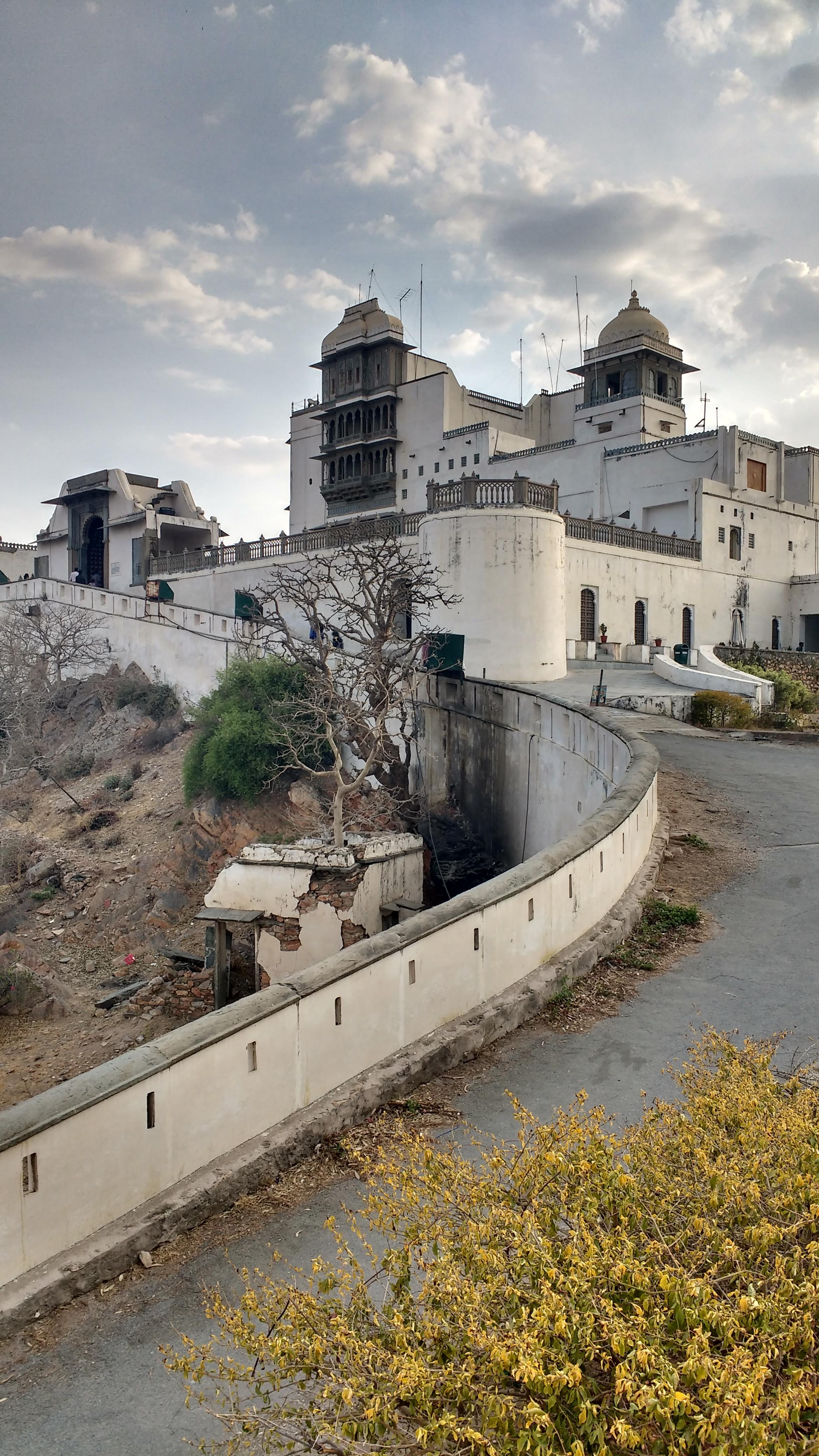 File:Sajjan garh, Udaipur, Rajasthan, India.jpg - Wikimedia Commons