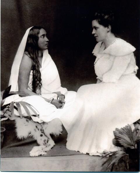 Image of Sarada Devi and Sister Nivedita siting