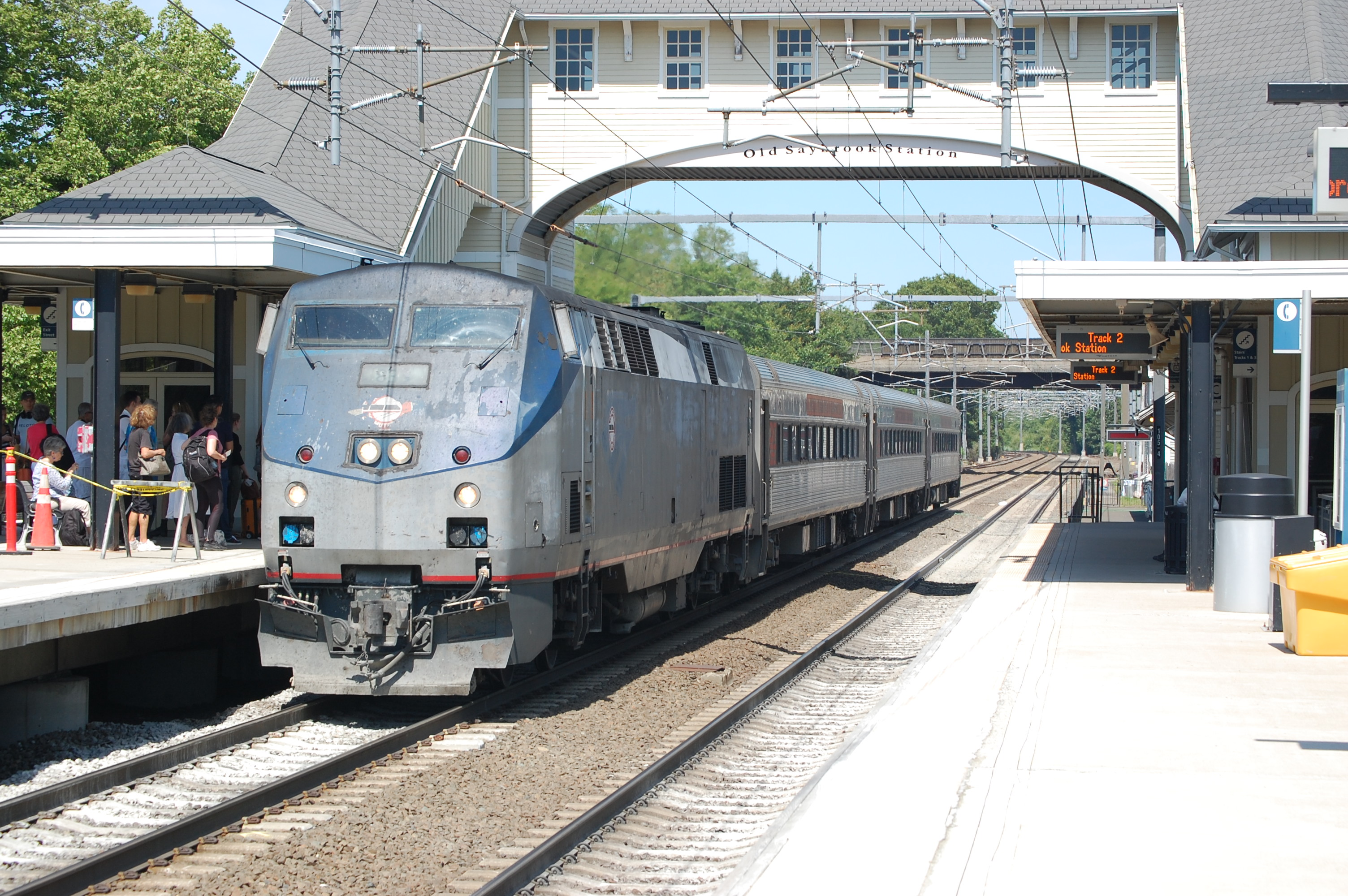 file shore line east p40dc arriving at old saybrook jpg wikimedia