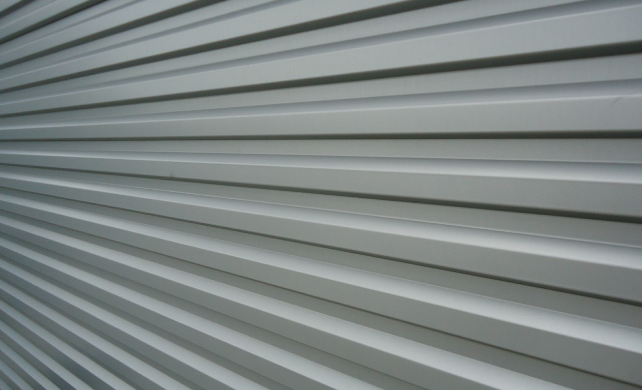 File silver siding for wikimedia commons for Horizontal metal siding