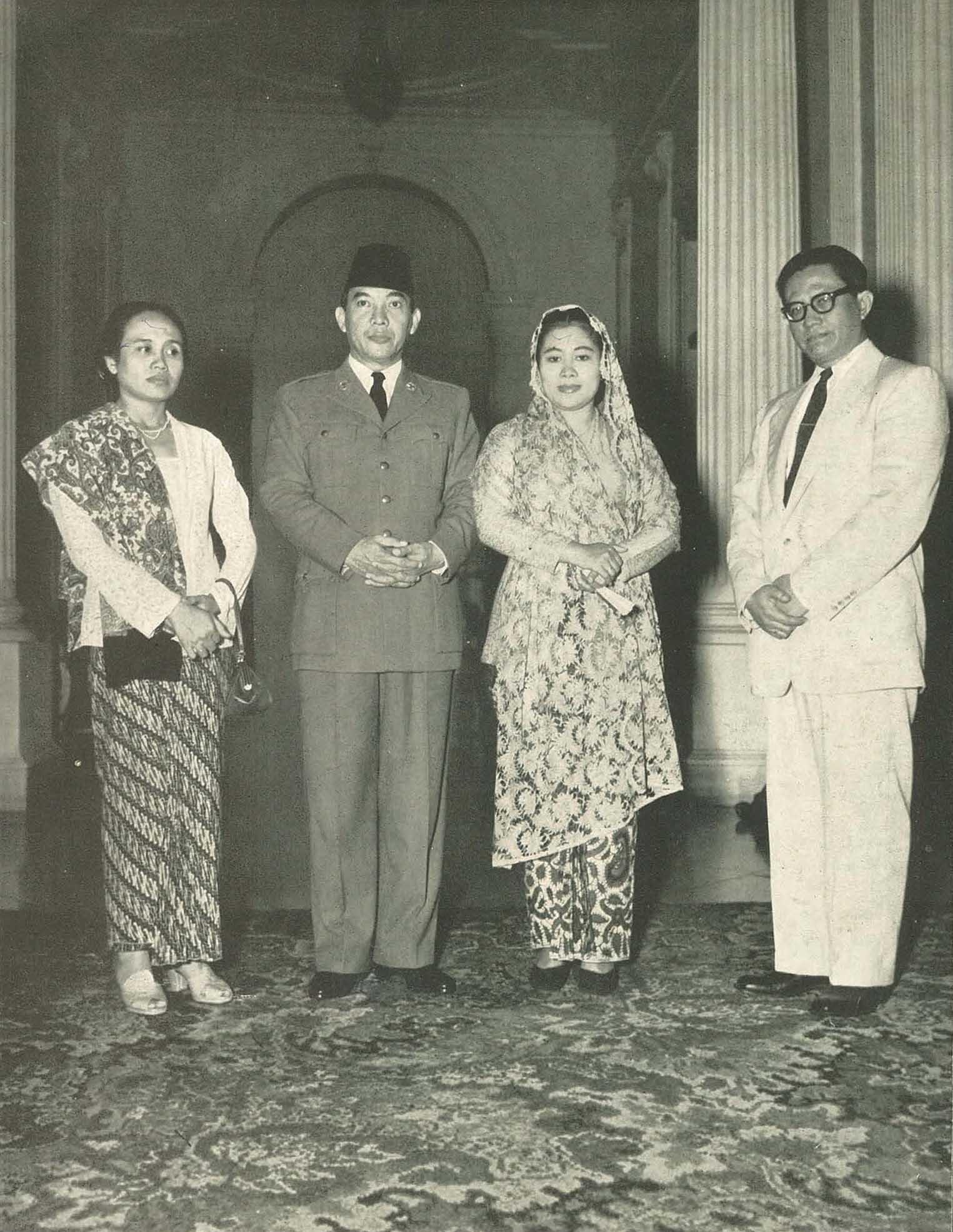 Filesukarno And Fatmawati With Mr And Mrs Mukarto Wanita Di Indonesia P