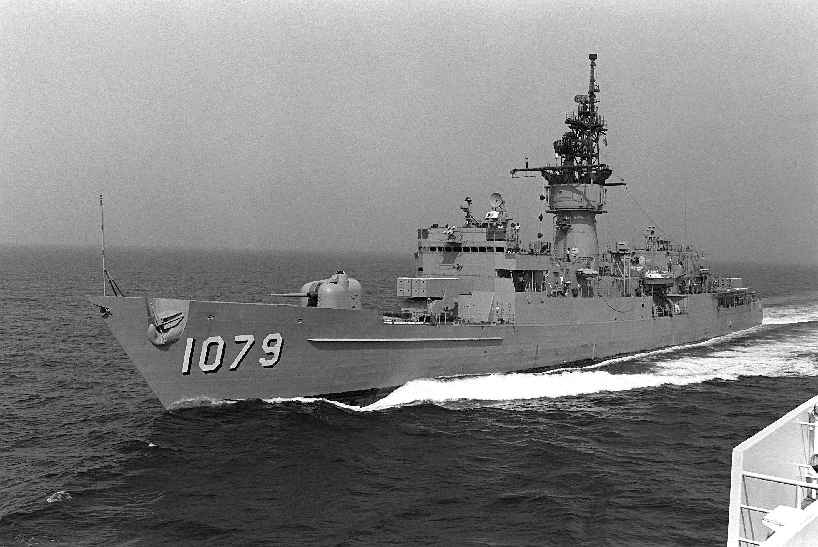 El juego de las imagenes-http://upload.wikimedia.org/wikipedia/commons/5/5c/USS_Bowen_(FF-1079).jpg