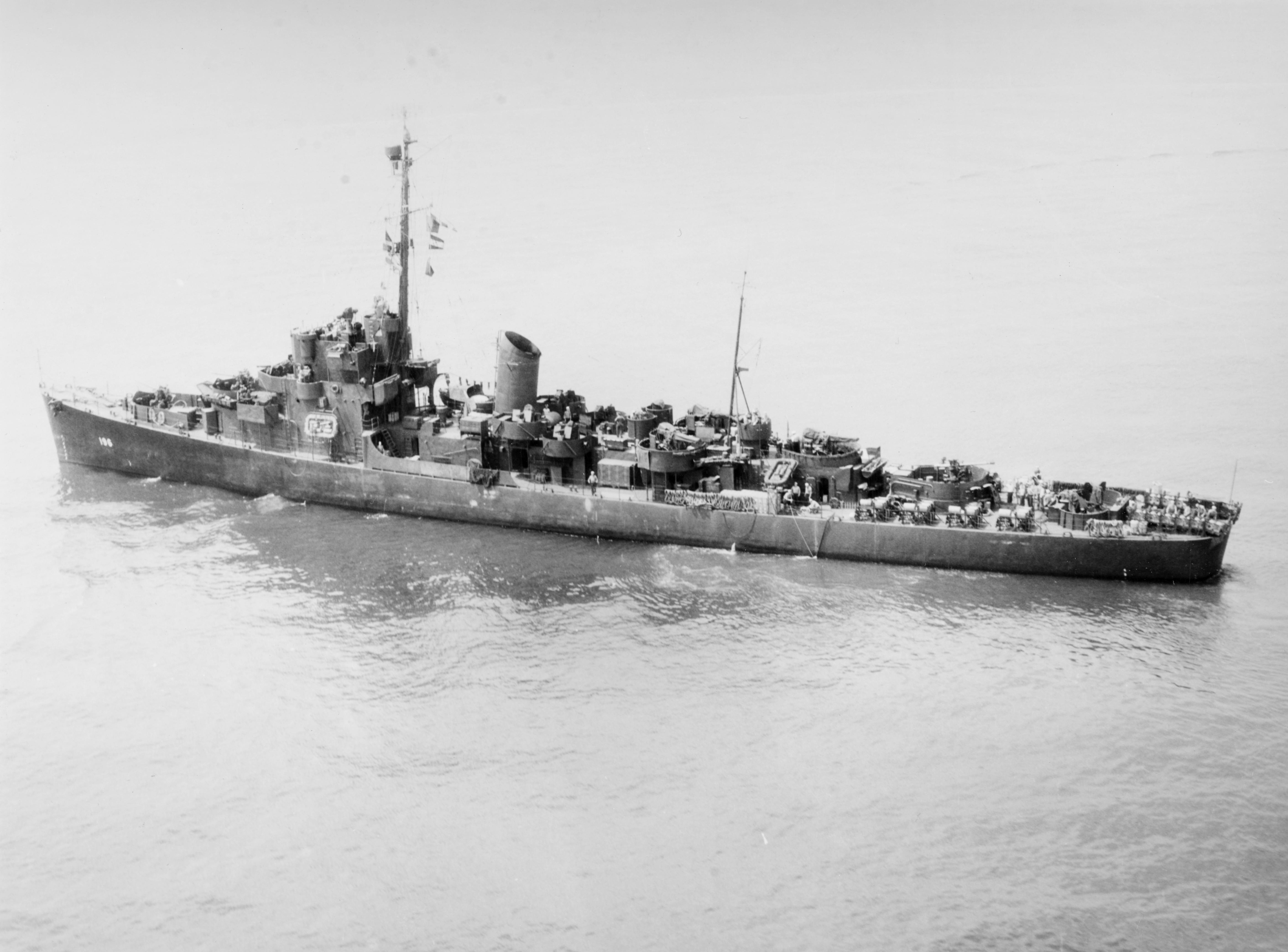 USS Rinehart (DE-196) underway off New York City (USA), 8 June 1945 (19-N-84967).jpg
