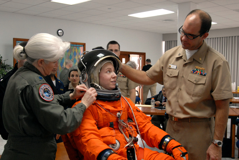 File:US Navy 081209-N-1825E-020 NASA training team member ...