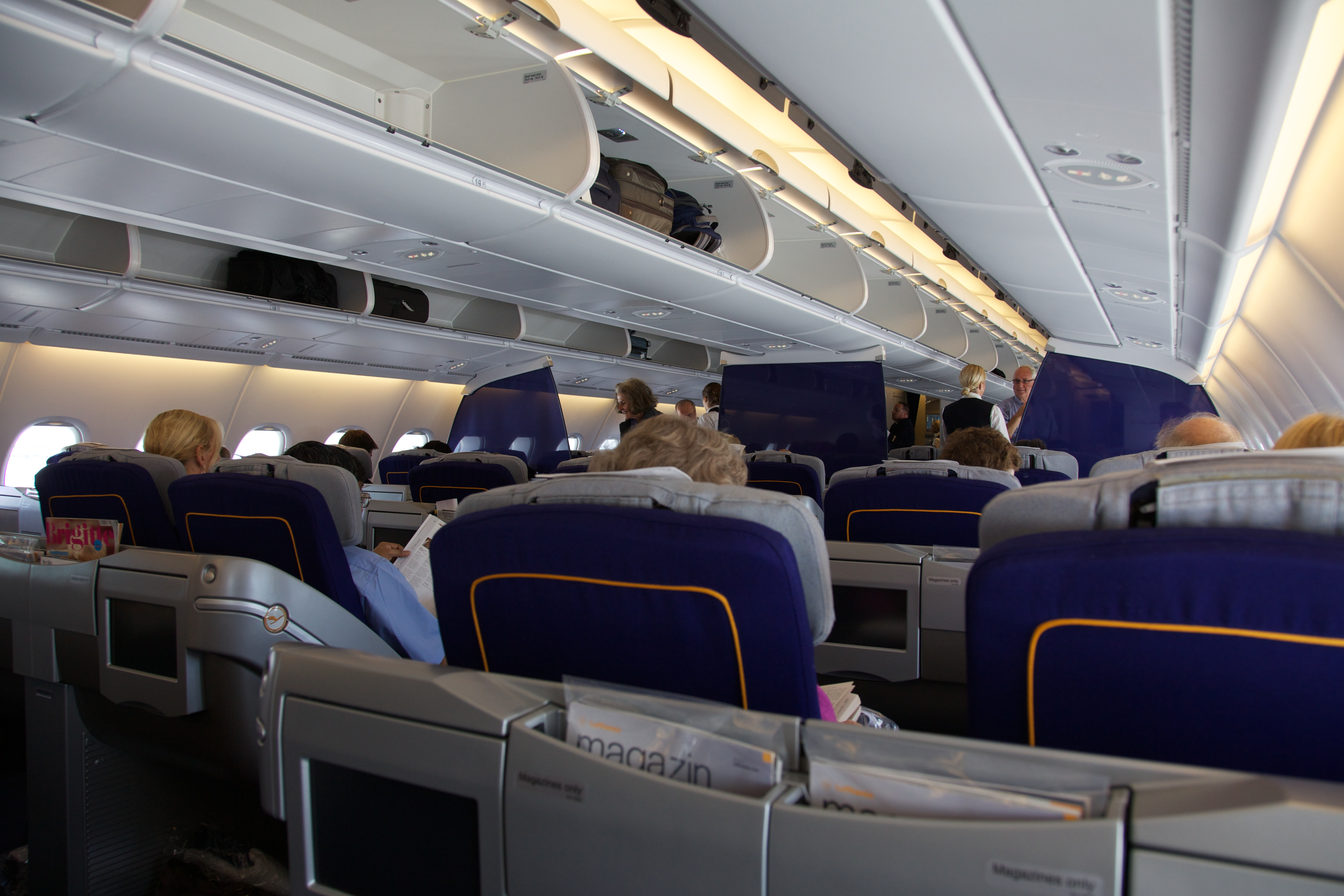 file upper deck business class of a lufthansa airbus a380 800 wikimedia commons. Black Bedroom Furniture Sets. Home Design Ideas