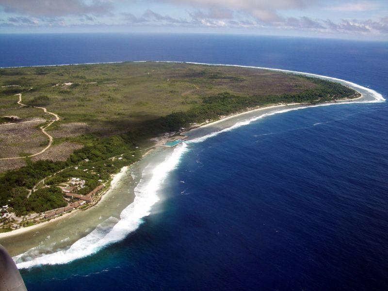 https://upload.wikimedia.org/wikipedia/commons/5/5c/View_of_east_of_Nauru.jpg