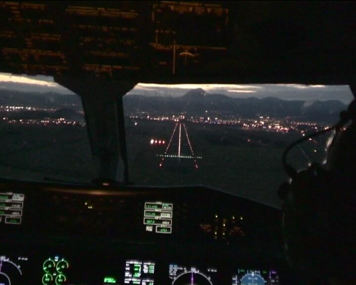 Atterrissage Clermont Ferrand CFE vue cockpit