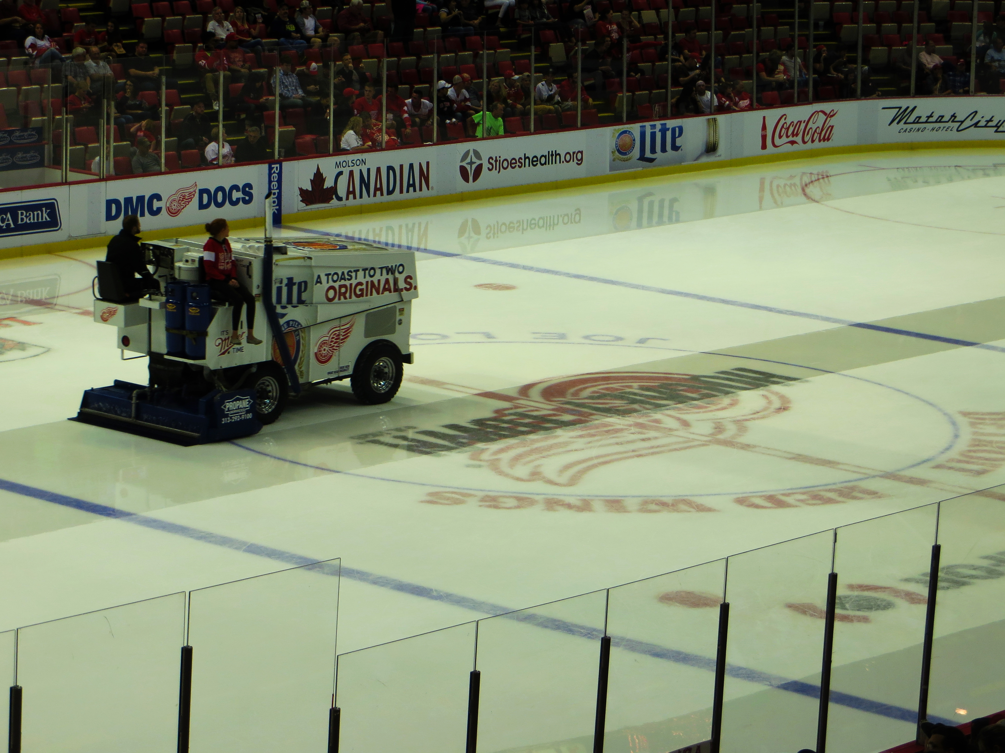 file zamboni ice resurfacer after first period detroit red wings