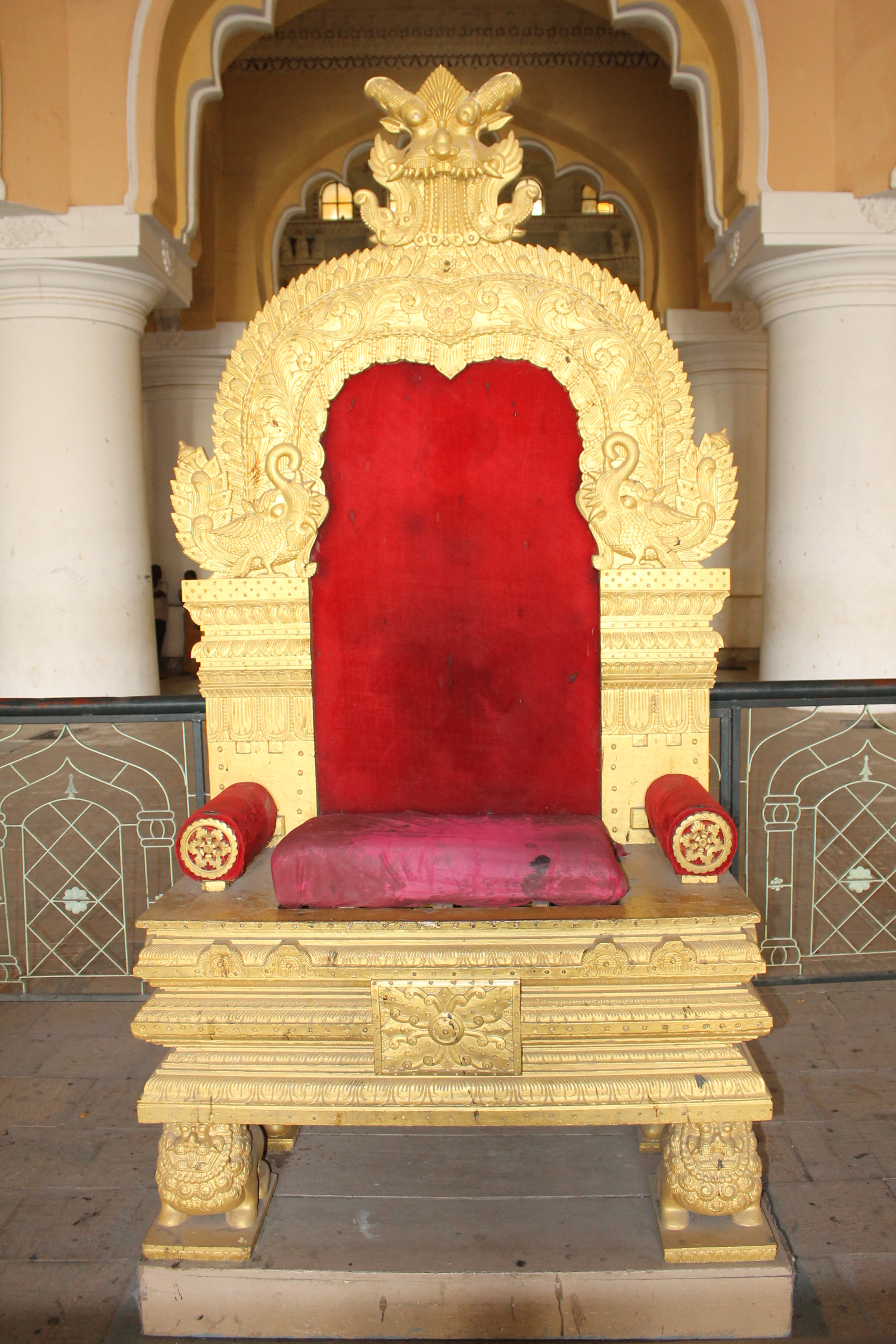Royal king chair - File Quot A Royal Chair Of Darbar Hall Of Thirumalai Nayak