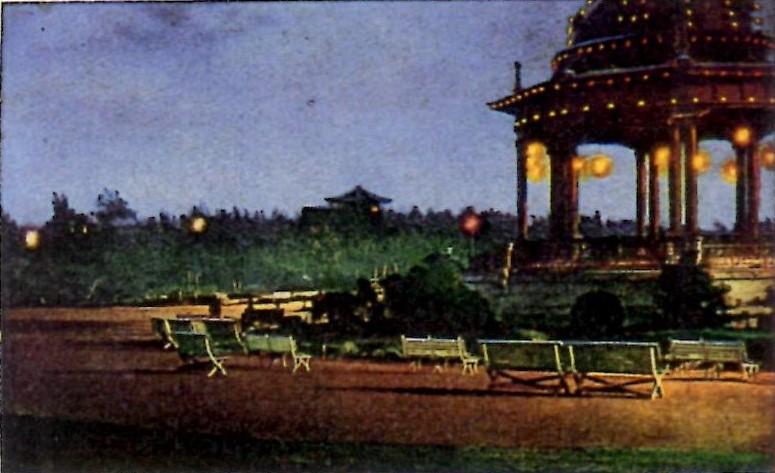 鶴舞公園奏楽堂の電飾
