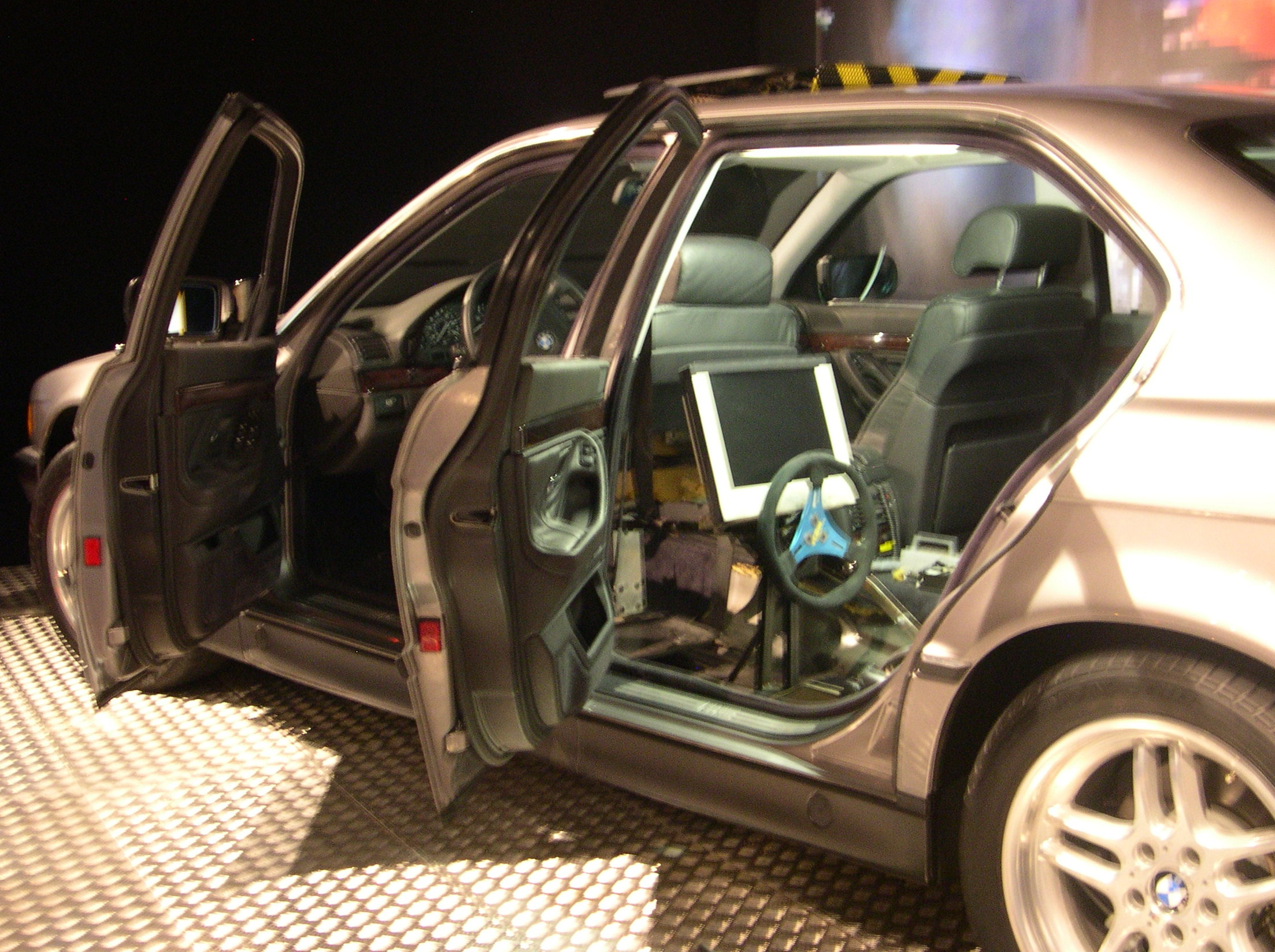 File:007-BMW.jpg - Wikimedia Commons
