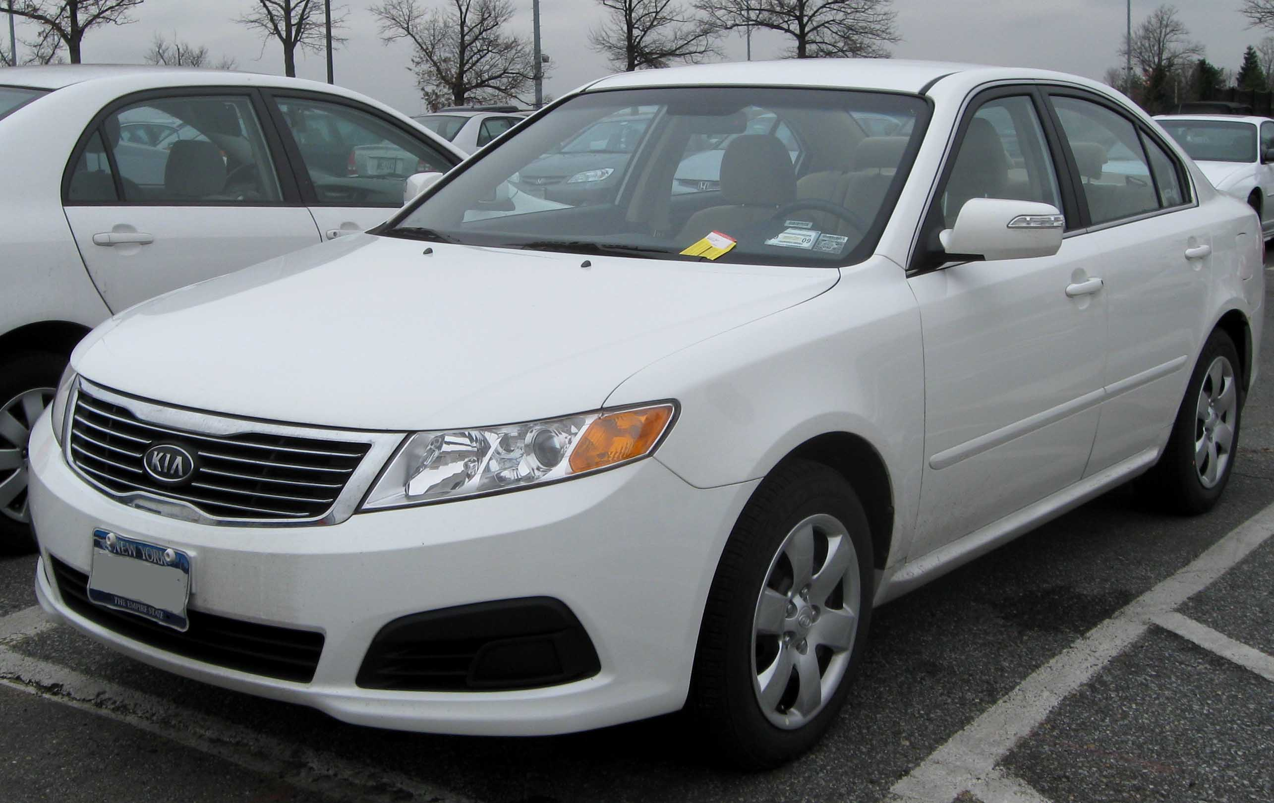 File:09 Kia Optima LX
