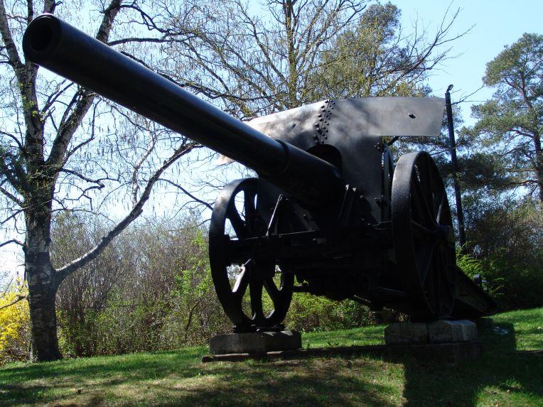 الحرب ال - الحرب العالميه الاولى 15_cm_L40_Feldkanone_iR_monument
