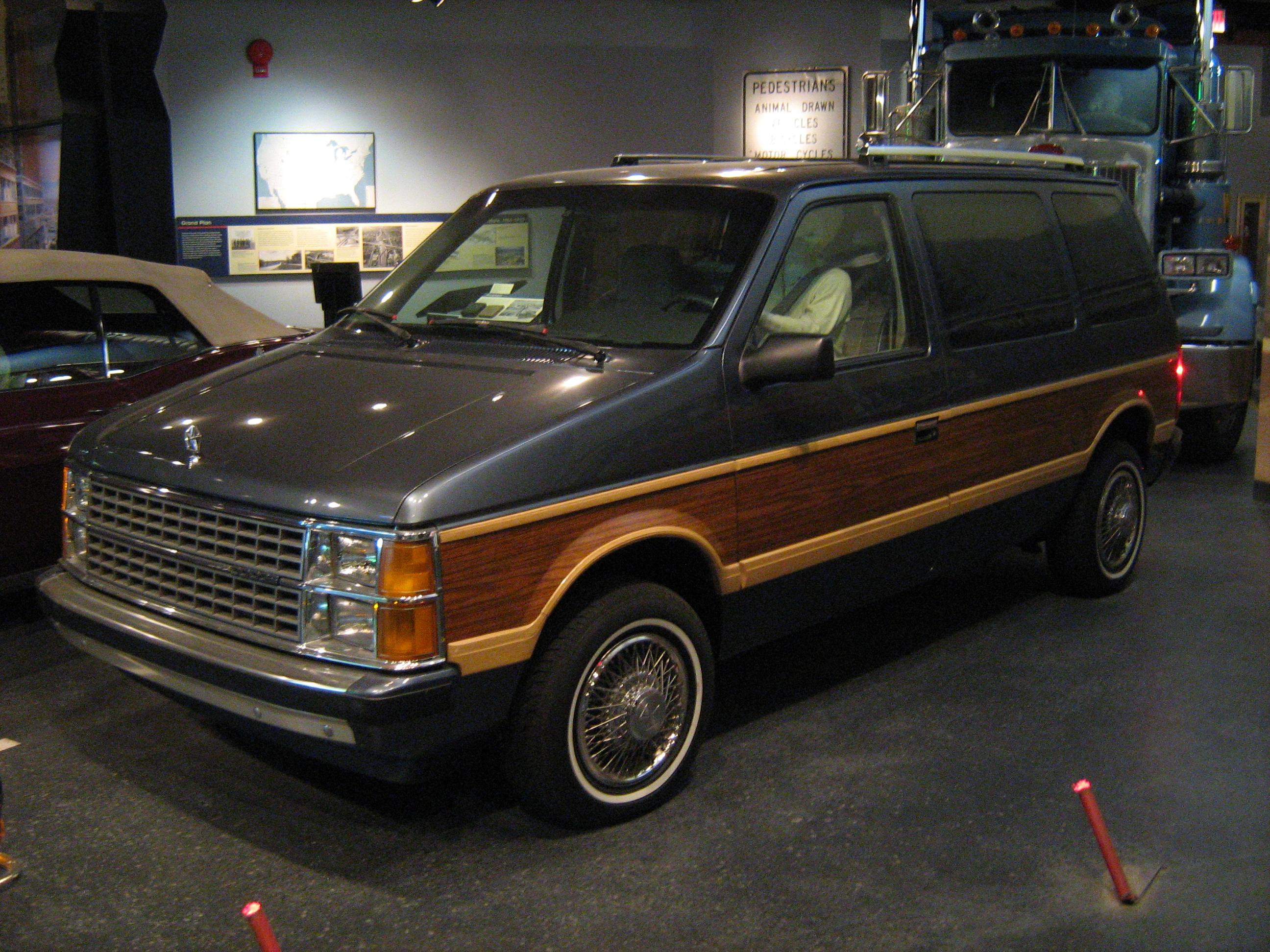 1988 Dodge Grand Caravan >> File:1986 Dodge Caravan Smithsonian National Museum of American History.jpg - Wikimedia Commons