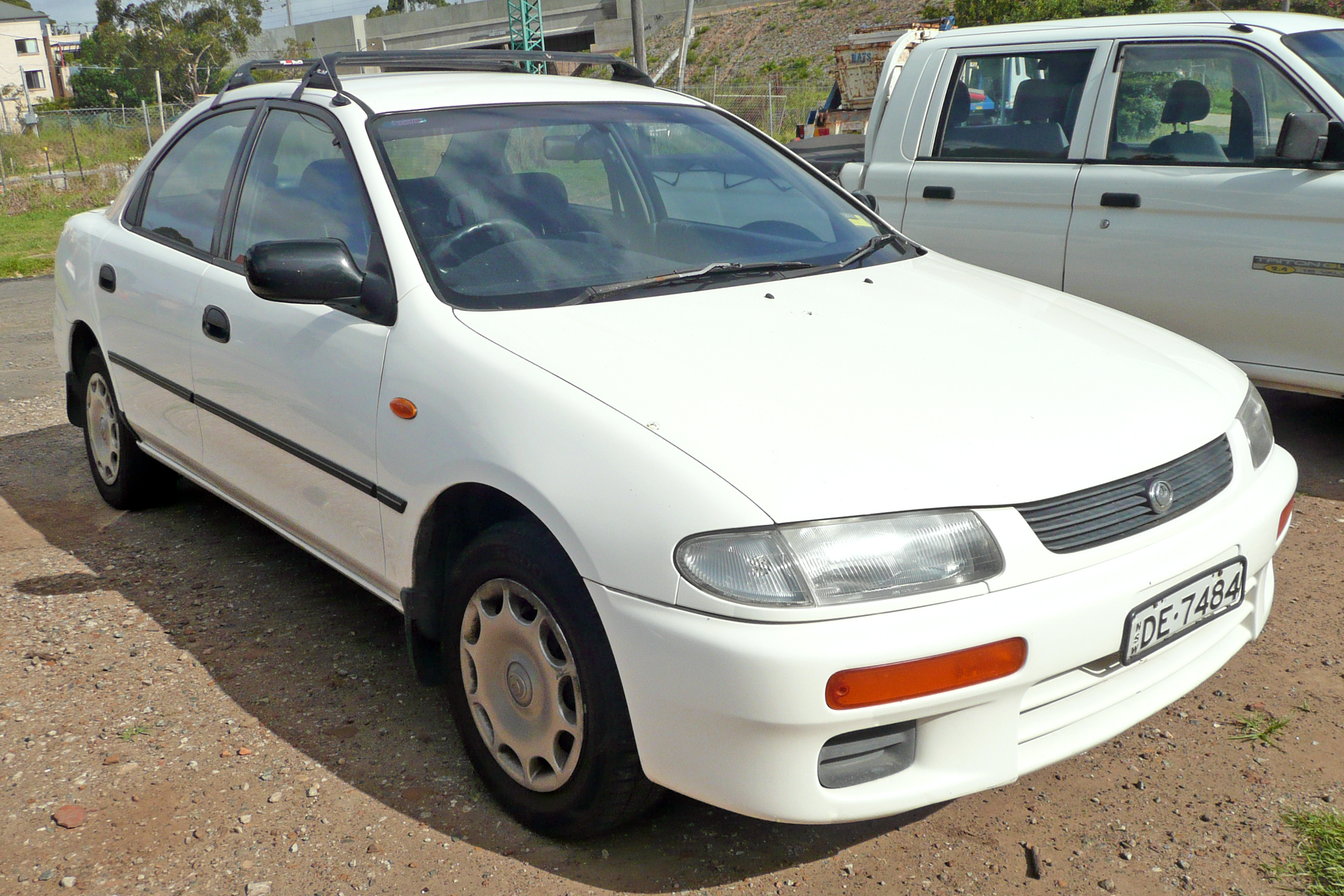 file:1994-1996 mazda 323 (ba) protegé 1.6 sedan (2009-12-04) 01