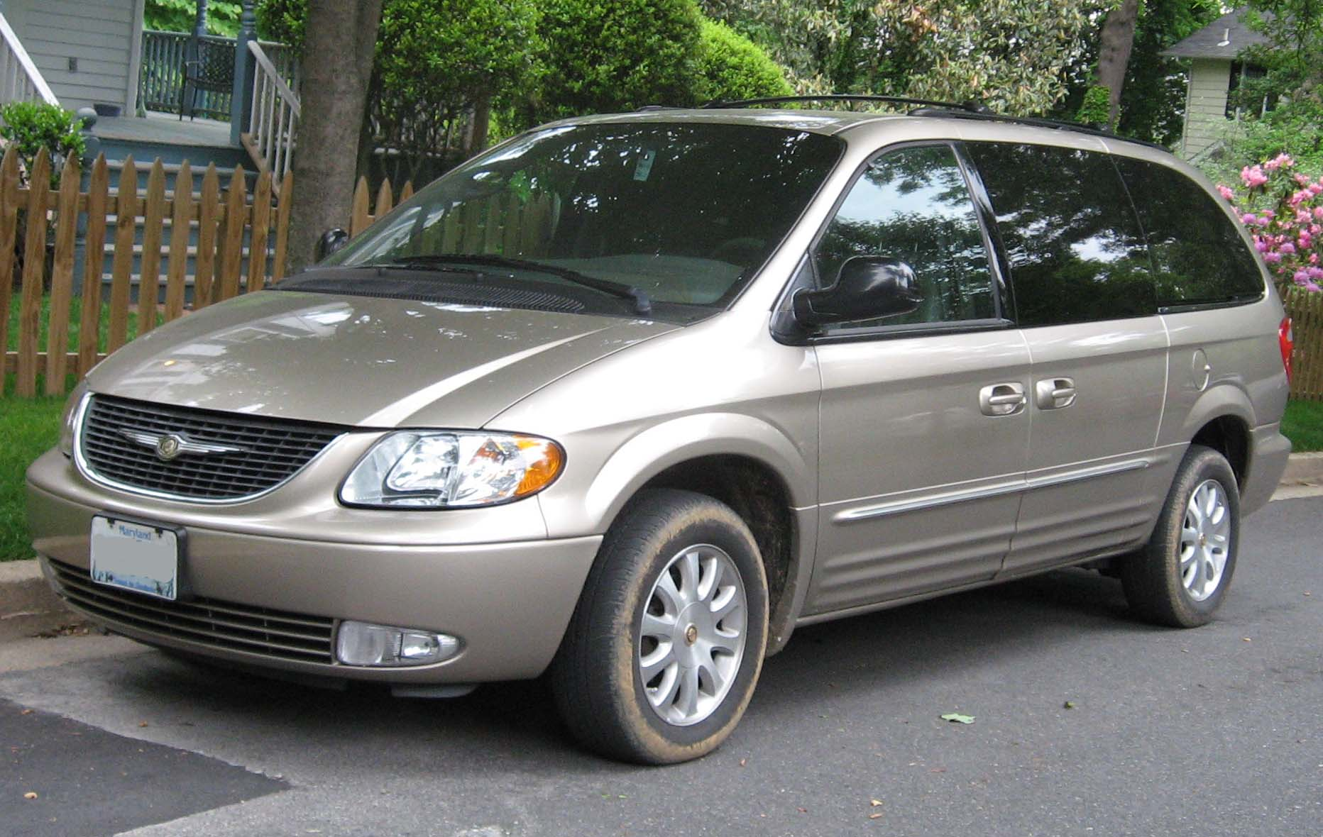 2001 04_Chrysler_Town_and_Country_LXi file 2001 04 chrysler town and country lxi jpg wikimedia commons Chrysler Town and Country Recalls at gsmportal.co