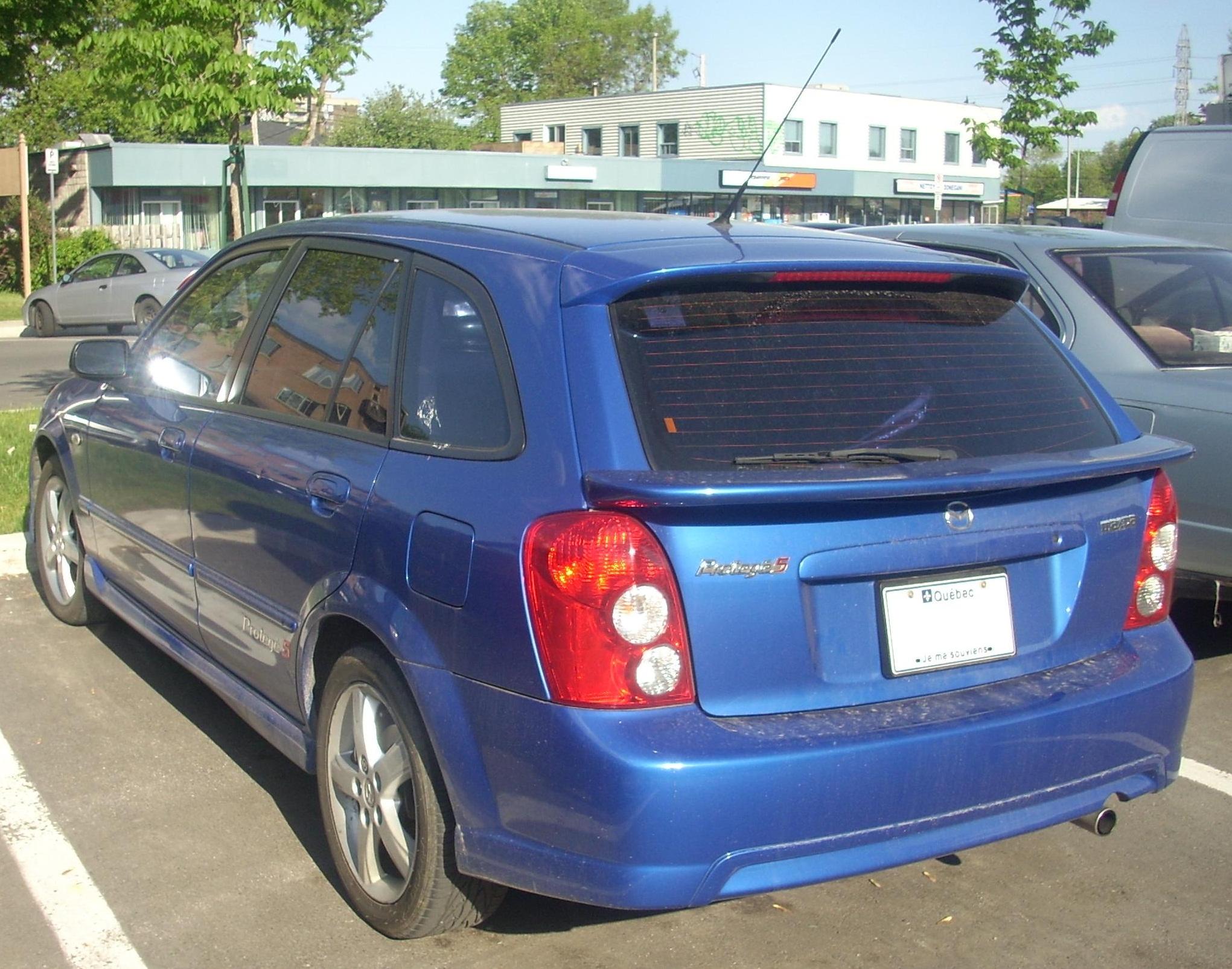 File:2003 Mazda Protegé 5.jpg - Wikimedia Commons