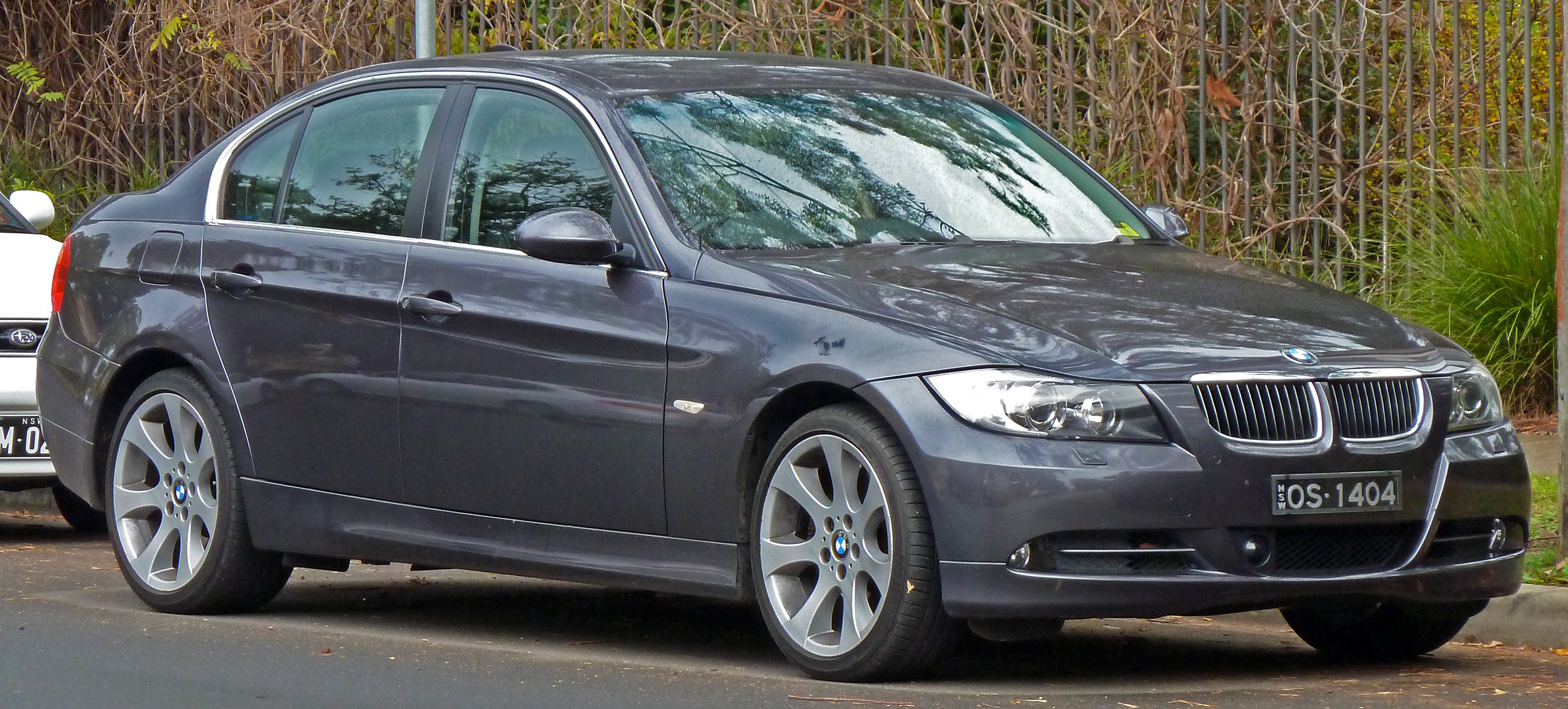 File:2005-2006 BMW 330i (E90) sedan 02.jpg - Wikimedia Commons