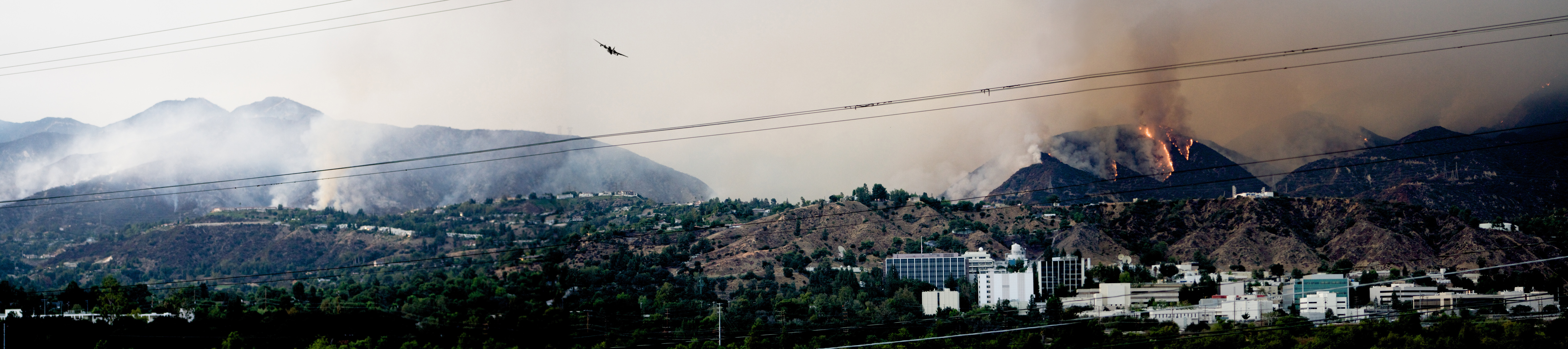 2009_California_Wildfires_at_JPL_-_Pasadena%2C_California.jpg